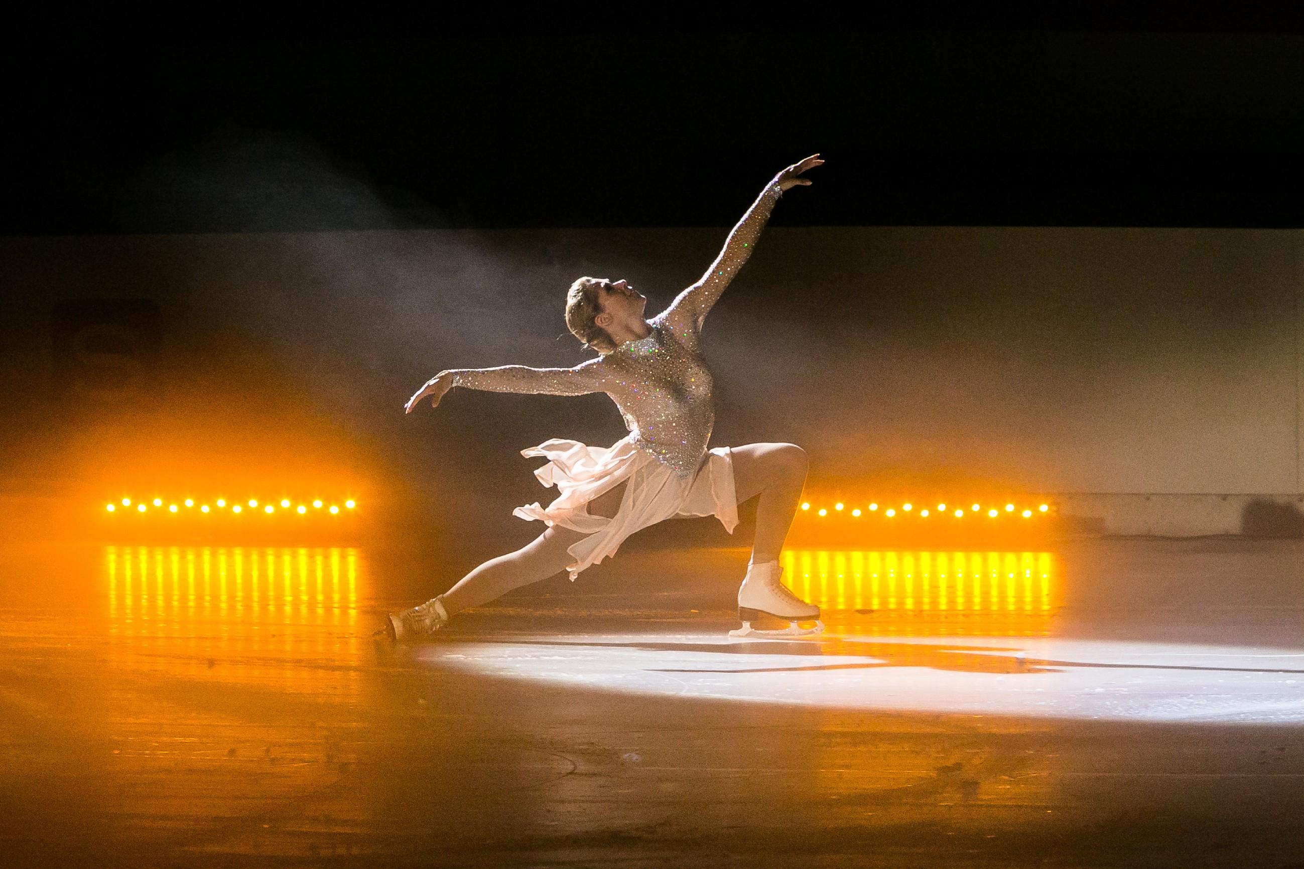 Bei der Eis-Gala läuft Diana (Tanja Szewczenko) strahlend ihre jeden verzaubernde Kür... (Quelle: RTL / Kai Schulz)