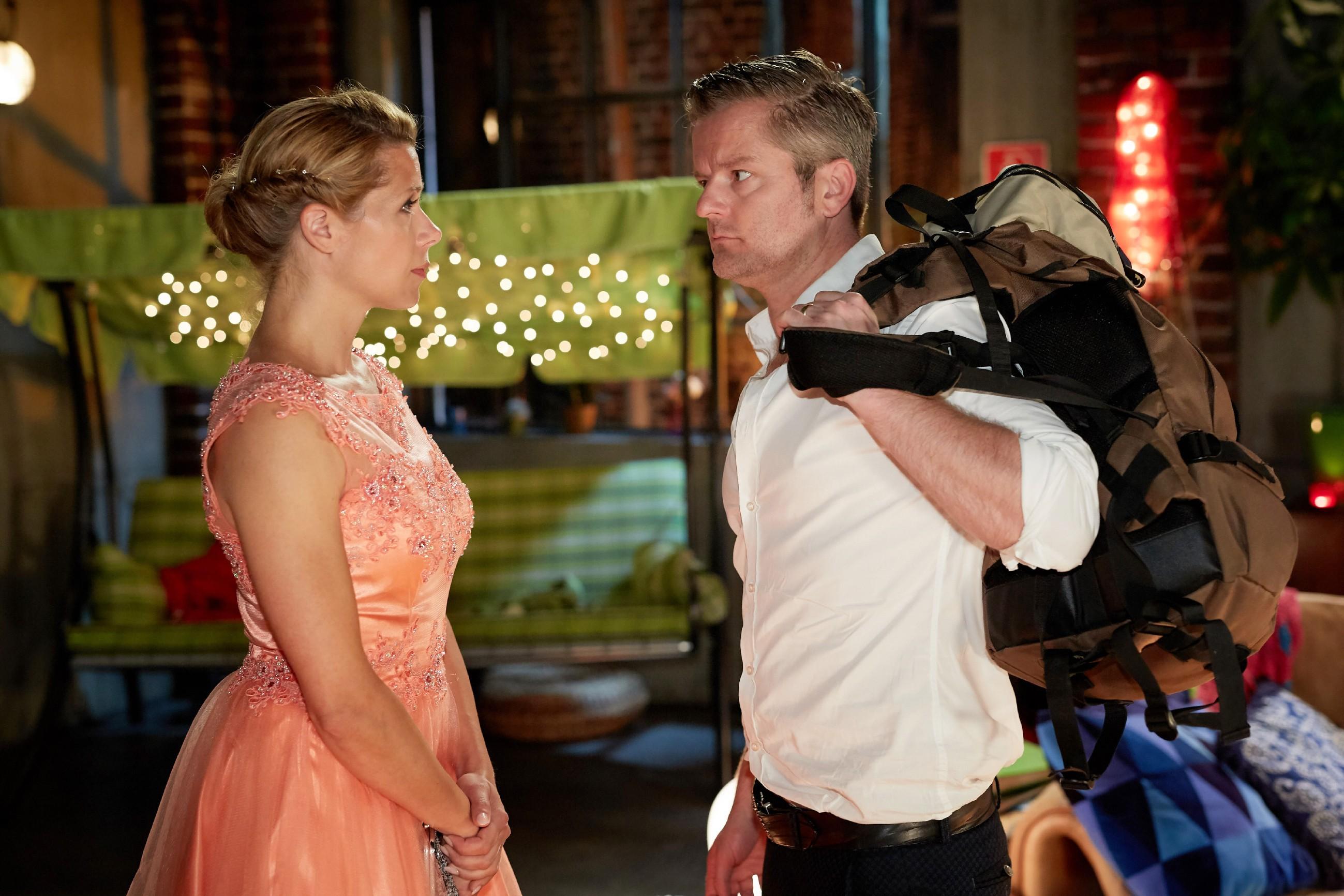 Ingo (André Dietz) geht und bricht Diana (Tanja Szewczenko) das Herz... (Quelle: RTL / Guido Engels)