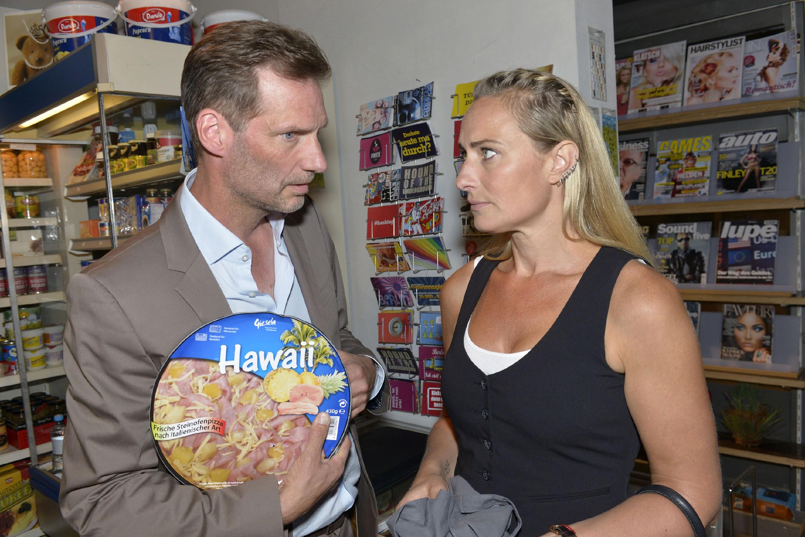 Alexander (Clemens Löhr) und Maren (Eva Mona Rodekirchen) hoffen, dass Jonas mit seinem Liebeskummer klarkommt. (Quelle: RTL / Rolf Baumgartner)