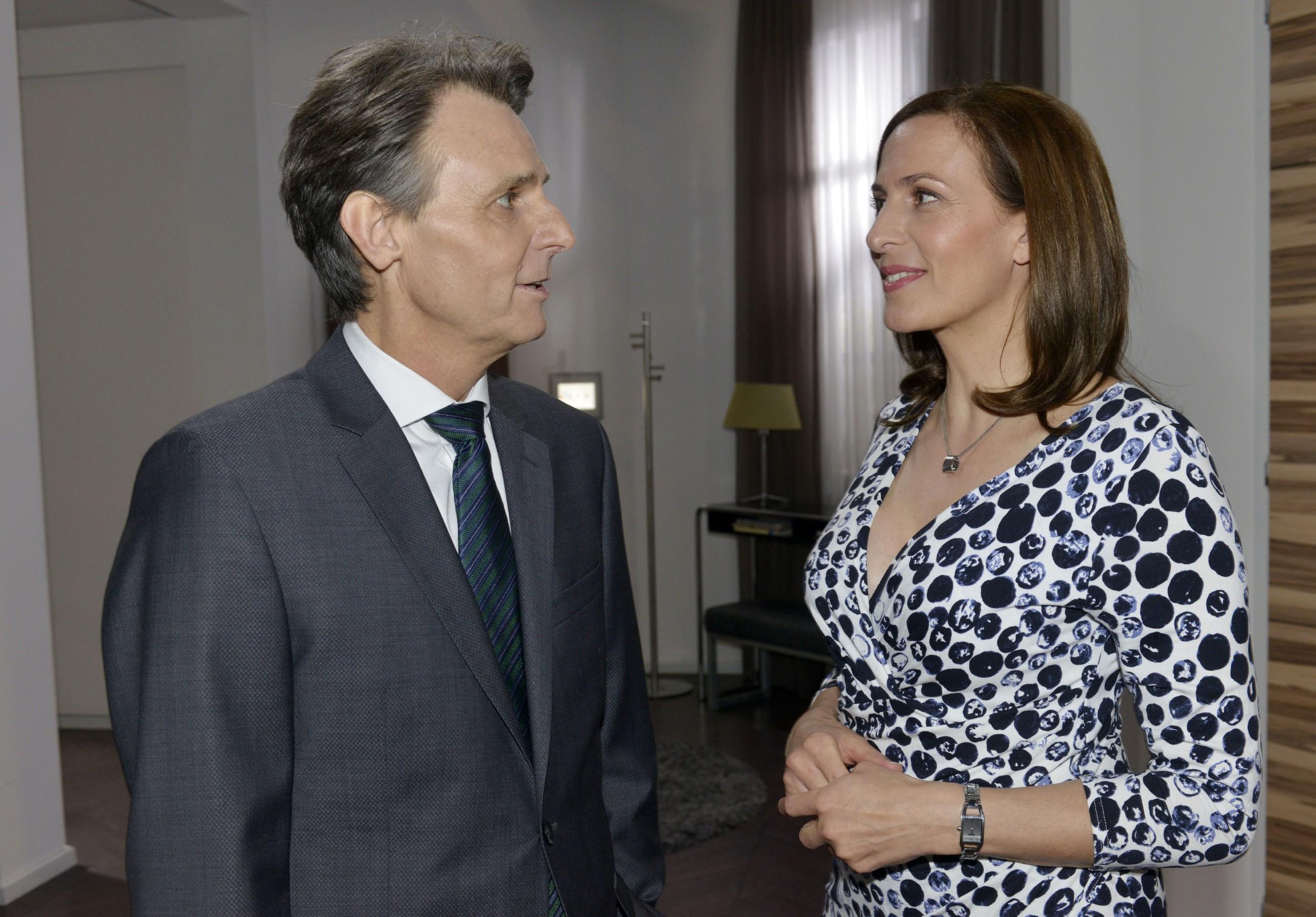 Aus Selbstschutz vor ihren Gefühlen für Bommel entschließt sich Katrin (Ulrike Frank), Gerners (Wolfgang Bahro) Heiratsantrag doch anzunehmen...