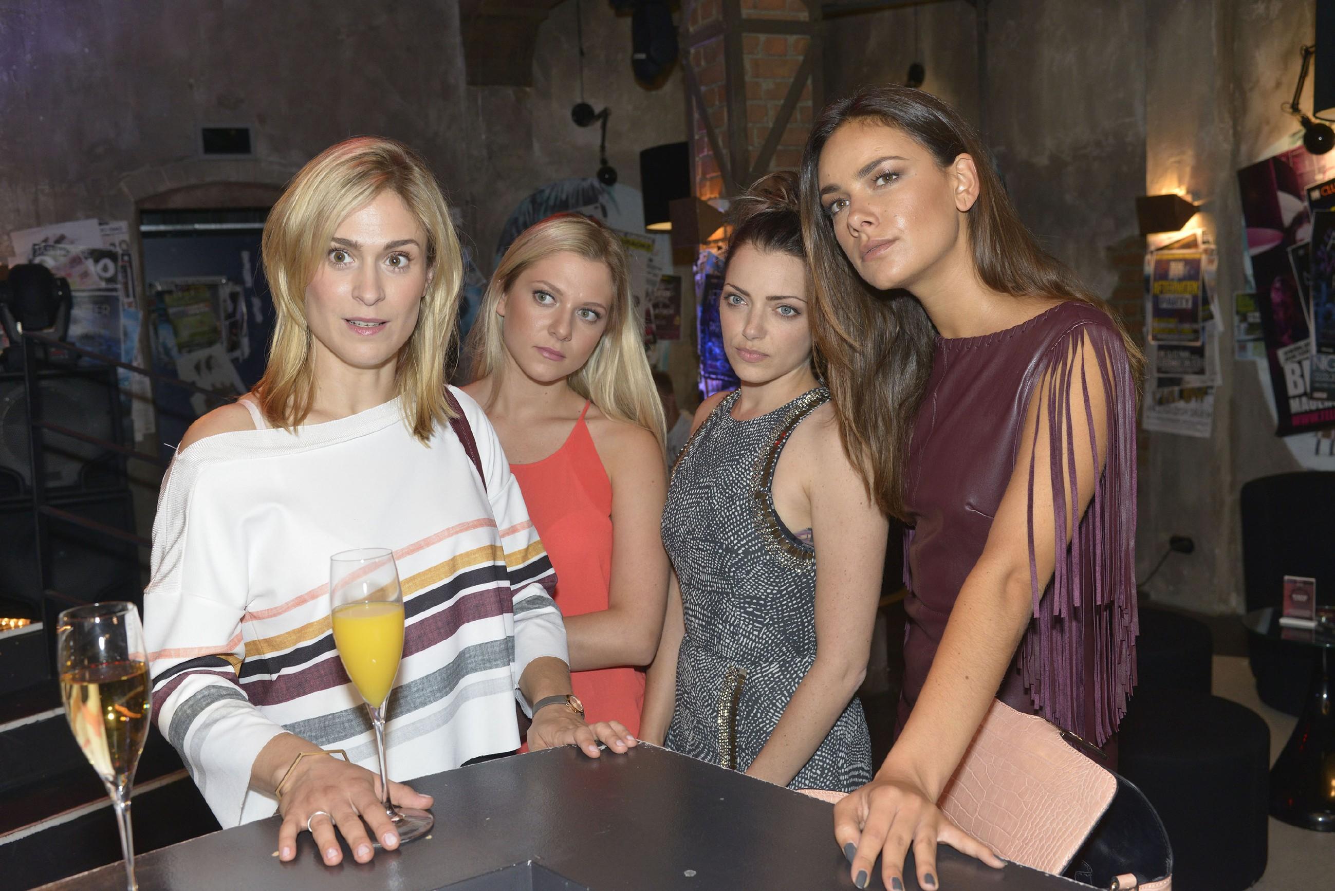 Sophie (Lea Marlen Woitack), Sunny (Valentina Pahde), Emily (Anne Menden) und Jasmin (Janina Uhse) glauben, das perfekte Männermodel gefunden zu haben.