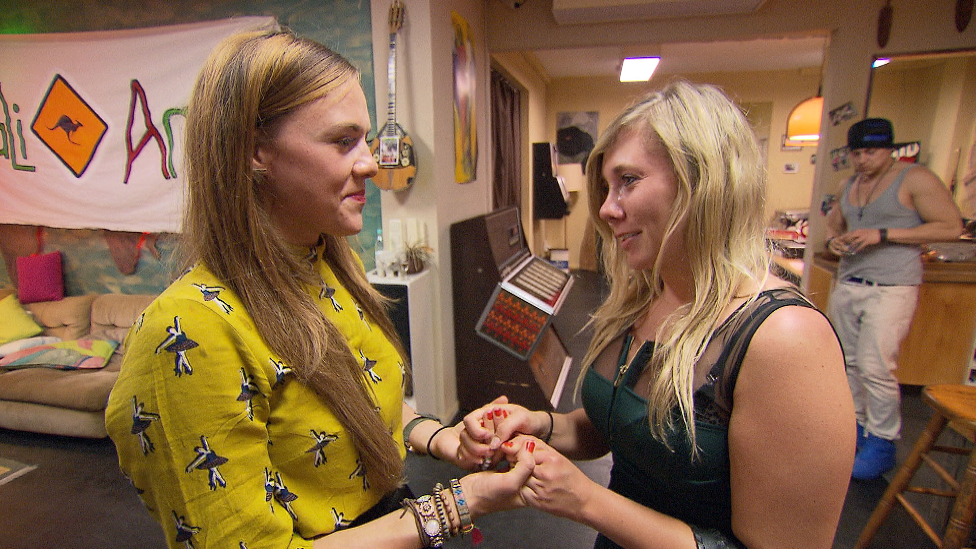 Anna verabschiedet sich von Alex... (Quelle: RTL 2)