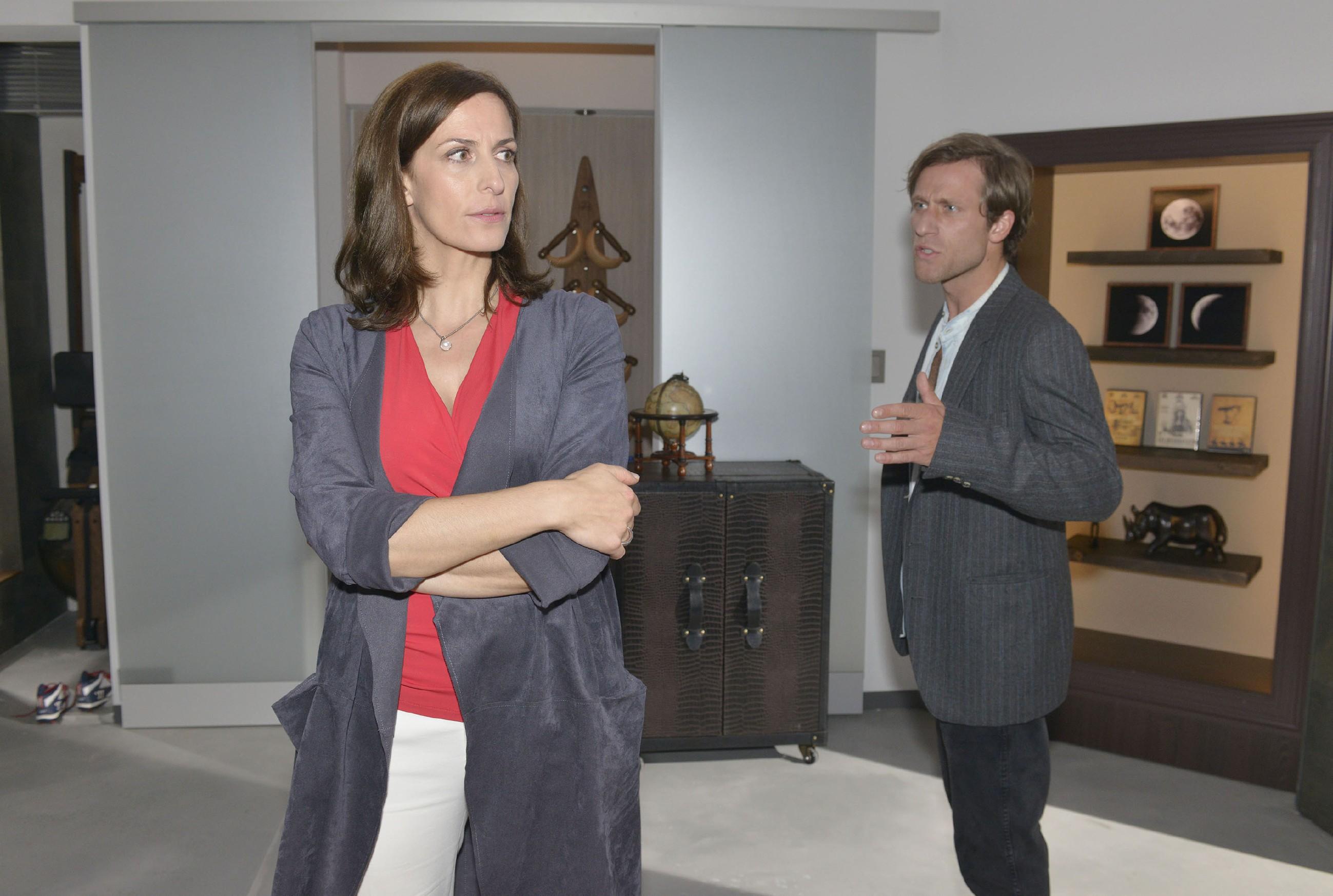 Als es zu einer ehrlichen Aussprache zwischen Katrin (Ulrike Frank) und Bommel (Merlin Leonhardt) kommt, kochen die alte Emotionen hoch... (Quelle: RTL / Rolf Baumgartner)