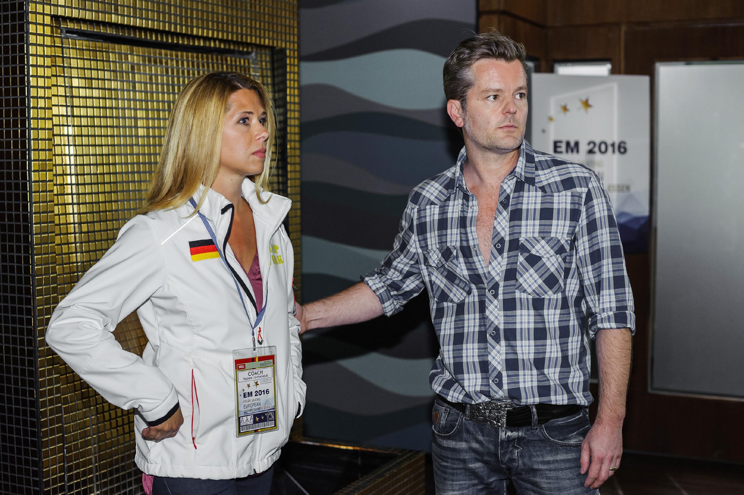 Ingo (André Dietz) ist sich bewusst, dass Diana (Tanja Szewczenko) von seiner öffentlichen Liebeserklärung alles andere als begeistert ist. (Quelle: RTL / Julia Feldhagen)