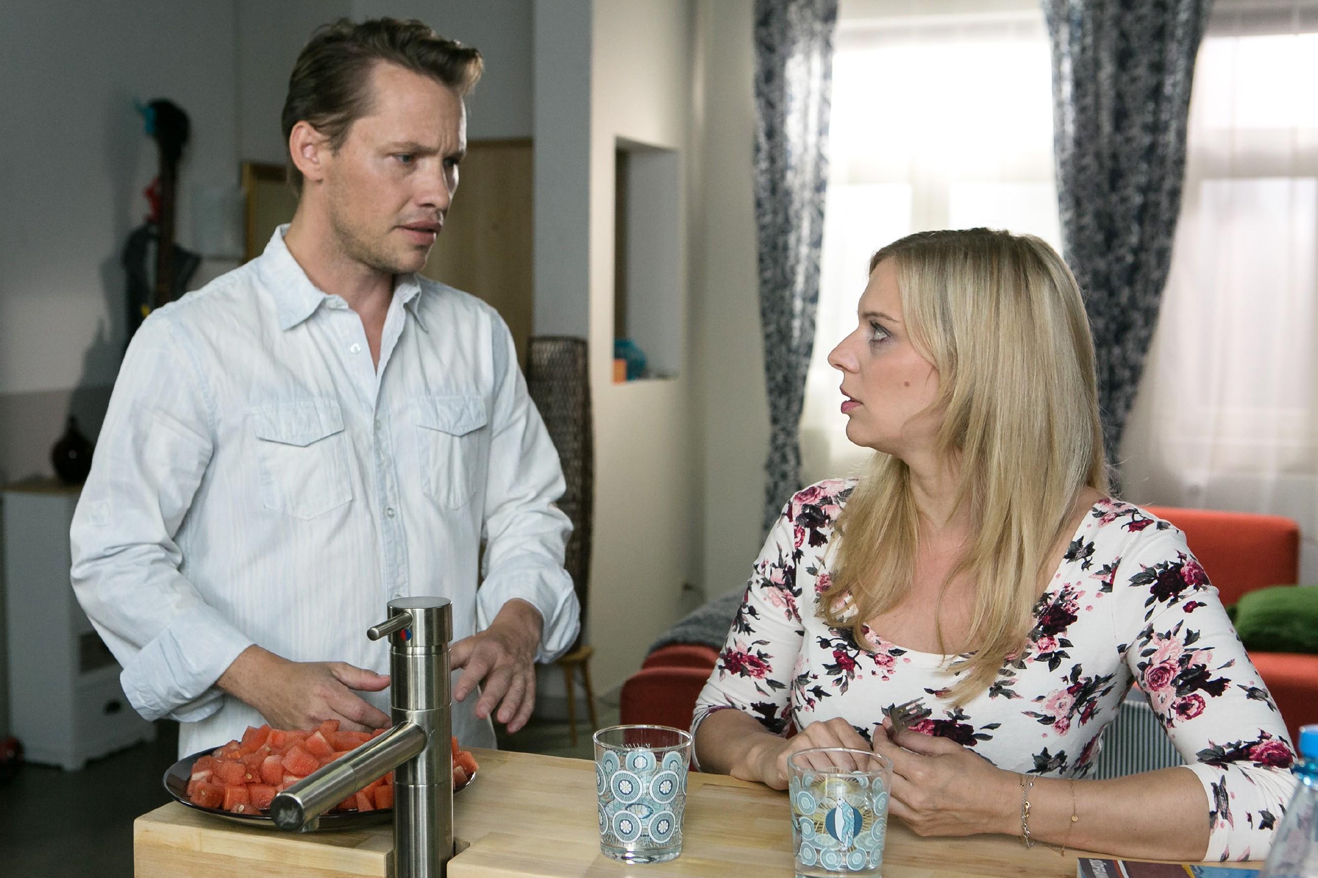 Lena (Juliette Greco) will Patrick (Jan Andres) nichts vormachen und trennt sich von ihm. (Quelle: RTL / Kai Schulz)