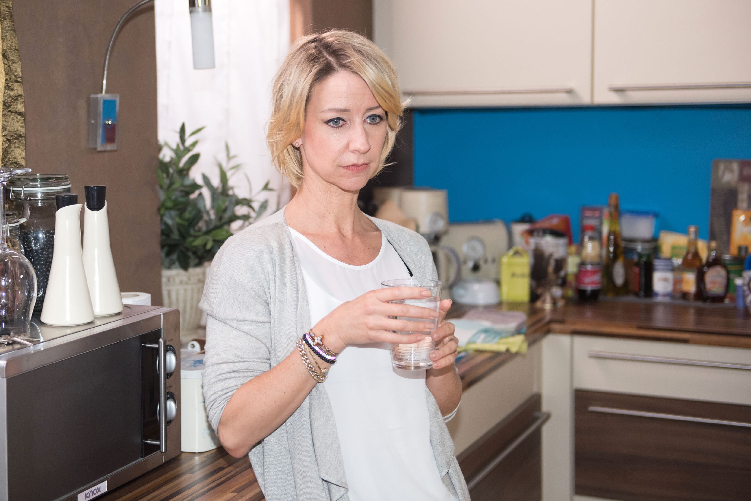 Ute (Isabell Hertel) schwört sich kämpferisch darauf ein, ihre neue Situation zu akzeptieren. (Quelle: RTL / Stefan Behrens)