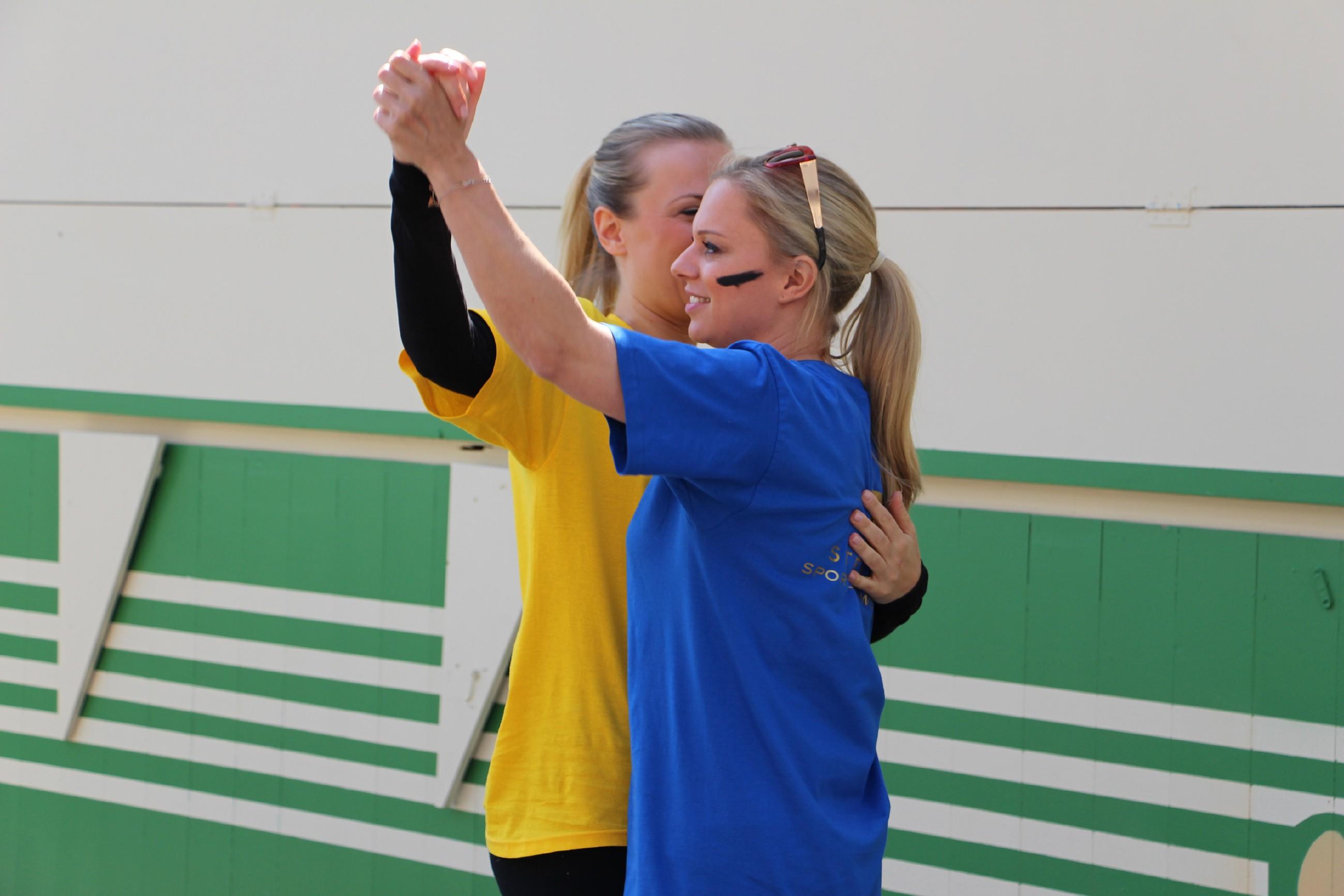 Ania Niedieck (l.) und Juliette Greco
