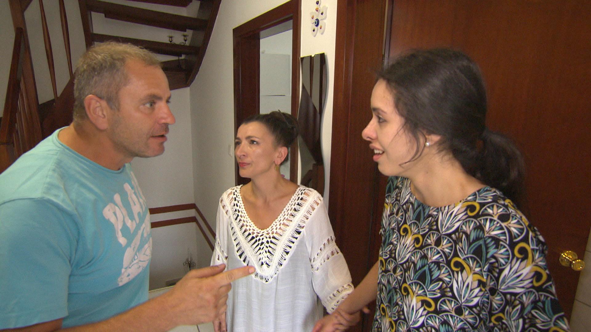 v.l.n.r.: Nihat, Hülya, Elif (Quelle: RTL 2)
