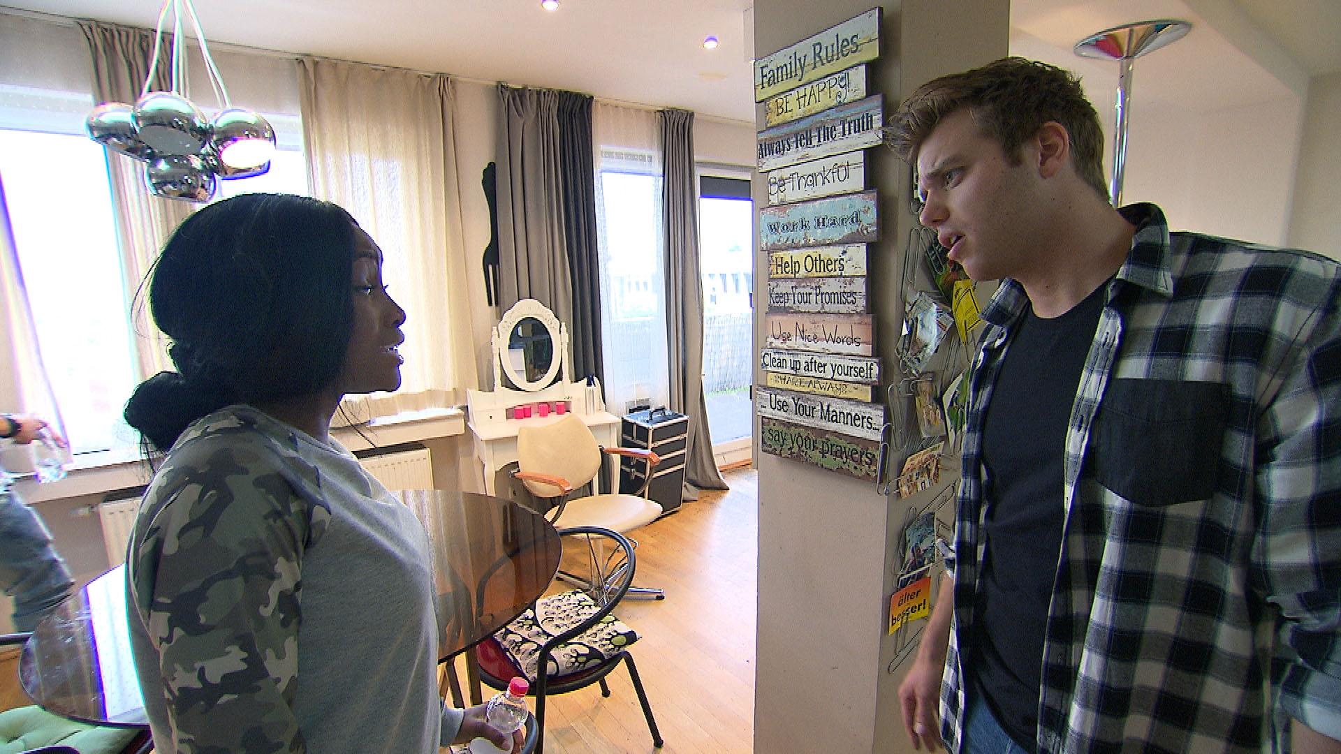 Michelle,li.und Felix,re.sind laut Gerücht ein Paa..das Gerücht nervt Michelle. (Quelle: RTL 2)