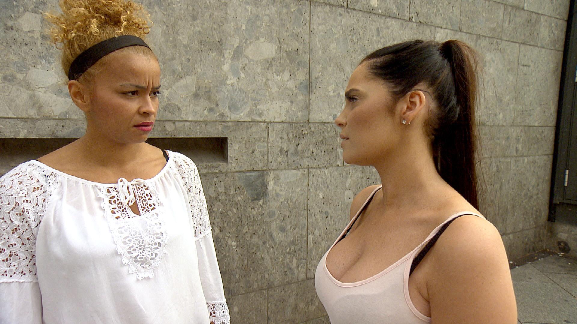 Yvonne (re.) erzählt Sam (li.) von ihrer Entdeckung im 66. (Quelle: RTL 2)