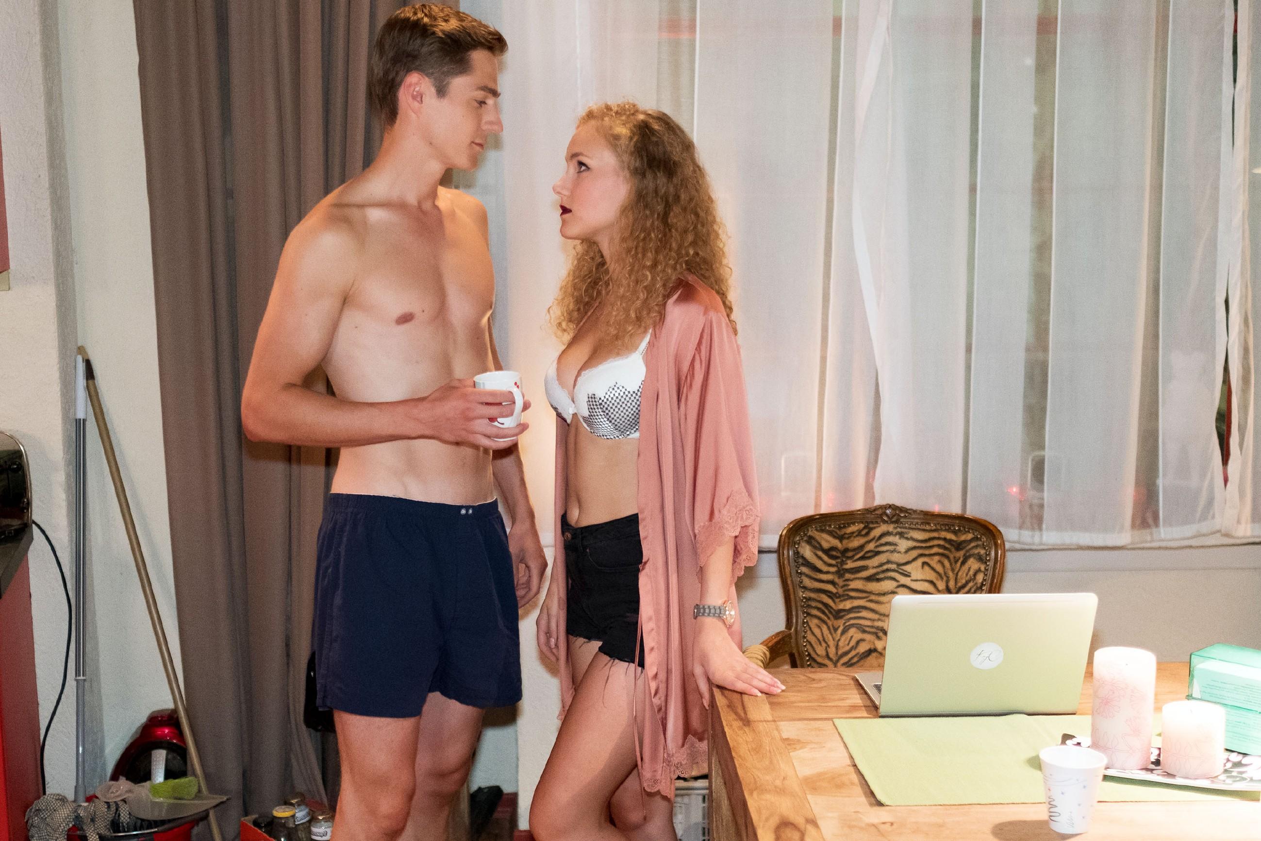Ringo (Timothy Boldt) erkennt, dass KayC (Pauline Angert) mit allen Mitteln versucht, die Gunst des Internet-Publikums für sich zu gewinnen. (Quelle: RTL / Stefan Behrens)