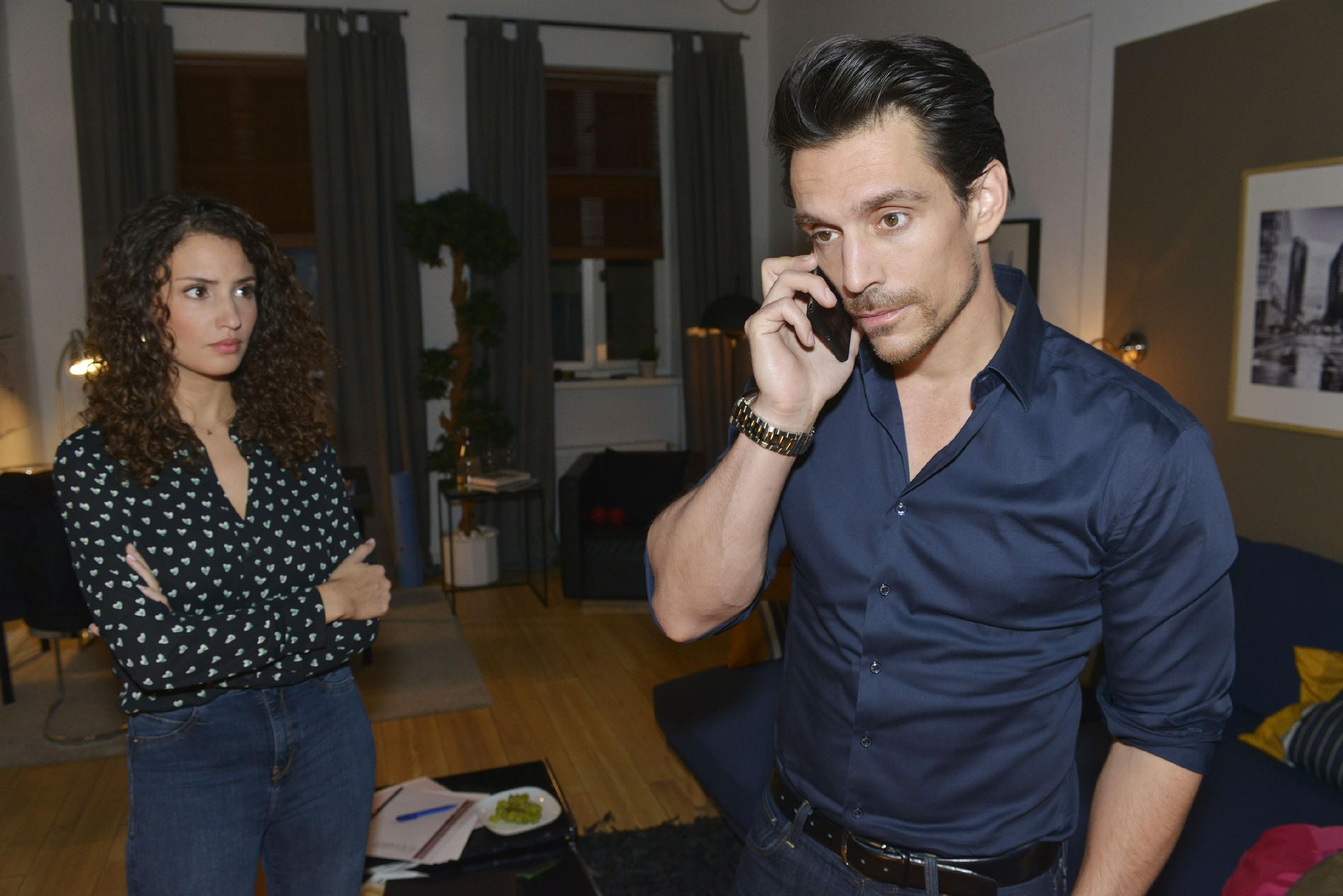 Ayla (Nadine Menz), bemüht sich, sich mit Davids (Philipp Christopher) illegalen Insidergeschäften zu arrangieren, aber die Sorge, dass er damit auffliegen und ins Gefängnis wandern könnte, setzt ihr zu. (Quelle: RTL / Rolf Baumgartner)