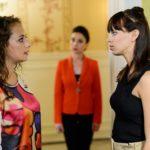 Simone (Tatjana Clasing, M.) bekommt mit, dass zwischen Carmen (Heike Warmuth), Vincent und Michelle (Franziska Benz) etwas im Argen liegt. (Quelle: RTL / Willi Weber)