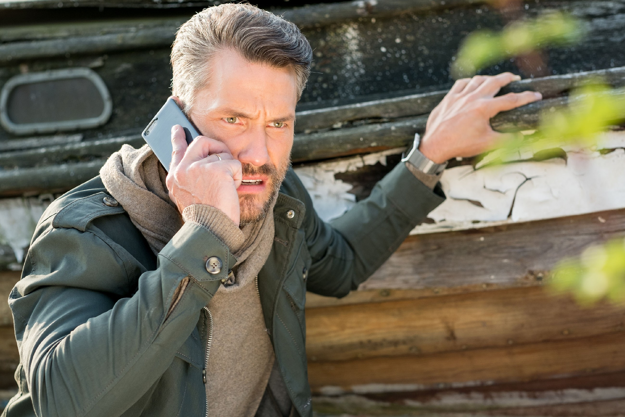 Auf der Jagd nach dem Dieb der Schiller-Einnahmen kommt Maltes (Stefan Bockelmann) Jagdinstinkt zum Vorschein. (Quelle: RTL / Stefan Behrens)