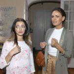 Emily (Anne Menden, l.) und Jasmin (Janina Uhse) versuchen dem Gestank in der Wohnung auf den Grund gehen. (Quelle: RTL / Rolf Baumgartner)