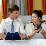 Vanessa (Julia Augustin) und Christoph (Lars Korten) geben sich neue Kraft und Zuversicht für Henrys Zukunft. (Quelle: RTL / Willi Weber)