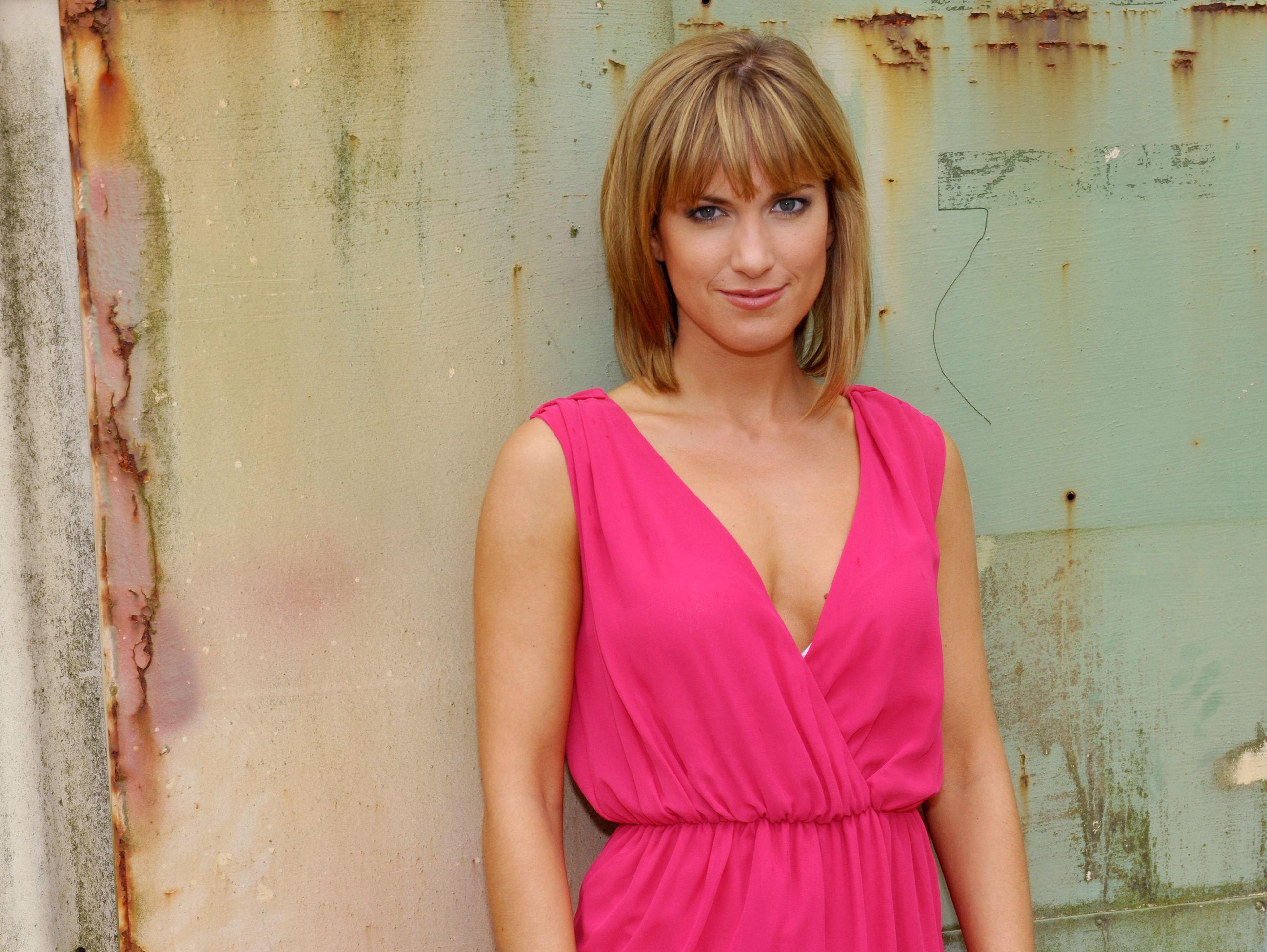 Isabell Horn spielt Pia Koch.
