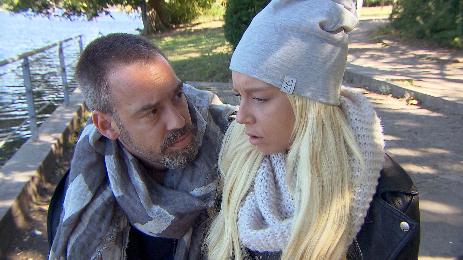 In Theo (li.) brodelt immer noch die Eifersucht, weil Peggy (re.) letzten Freitag Zeit mit Joe verbracht hat. (Quelle: RTL 2)