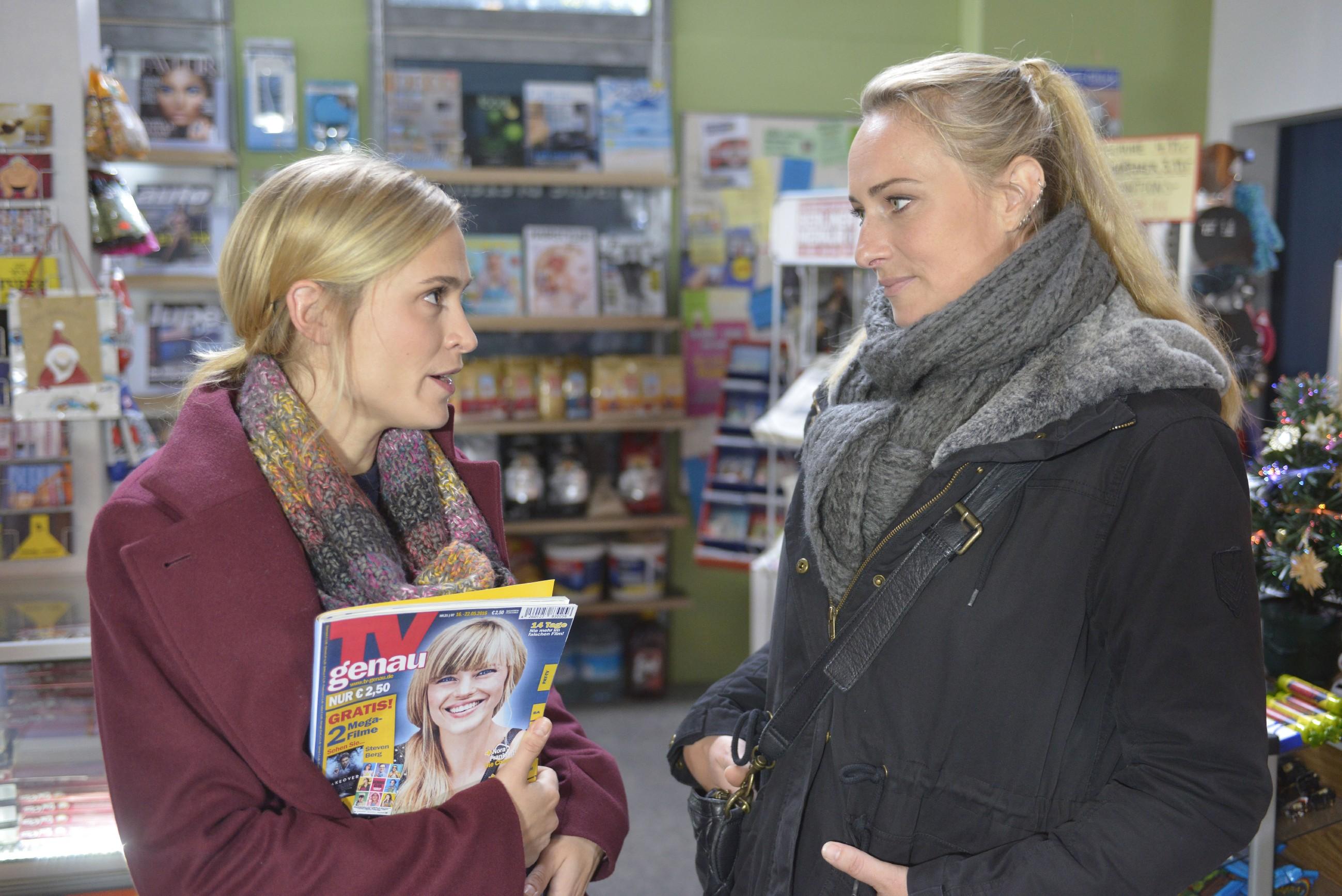 Sophie (Lea Marlen Woitack, l.) sucht in ihrer Verzweiflung Rat bei Maren (Eva Mona Rodekirchen). (Quelle: RTL / Rolf Baumgartner)