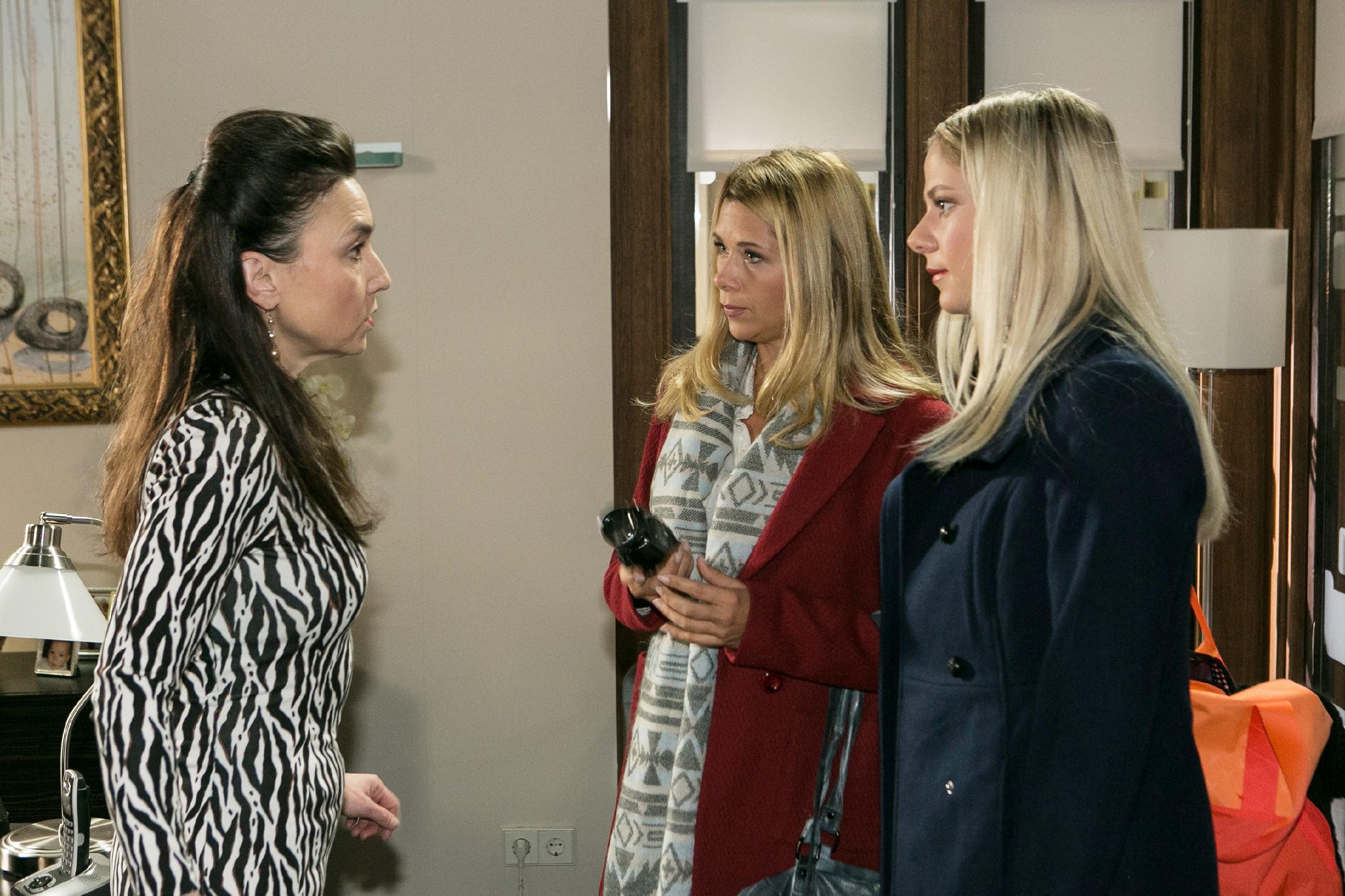 Diana (Tanja Szewczenko, 2.v.r.) will den BDE mit einem zweiten Video von Marie (Cheyenne Pahde) überzeugen, was Simone (Tatjana Clasing) jedoch ablehnt. (Quelle: RTL / Kai Schulz)