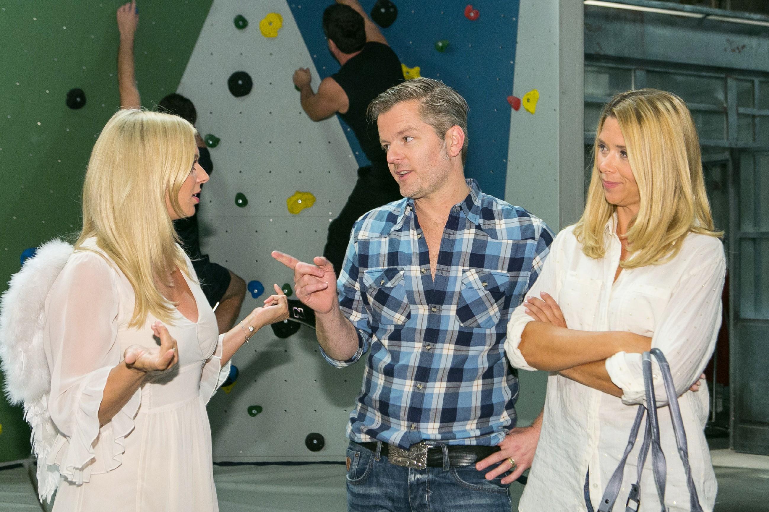 Als Ingo (André Dietz) und Diana (Tanja Szewczenko, r.) auf Lena (Juliette Greco) treffen, kann Diana ihre Wut auf Jenny kaum bremsen. (Quelle: RTL / Kai Schulz)