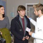 Philip (Jörn Schlönvoigt, r.) kann Katrin (Ulrike Frank) und Till (Merlin Leonhardt) keine Hoffnung in Bezug auf seine Krankheit machen. (RTL / Rolf Baumgartner)