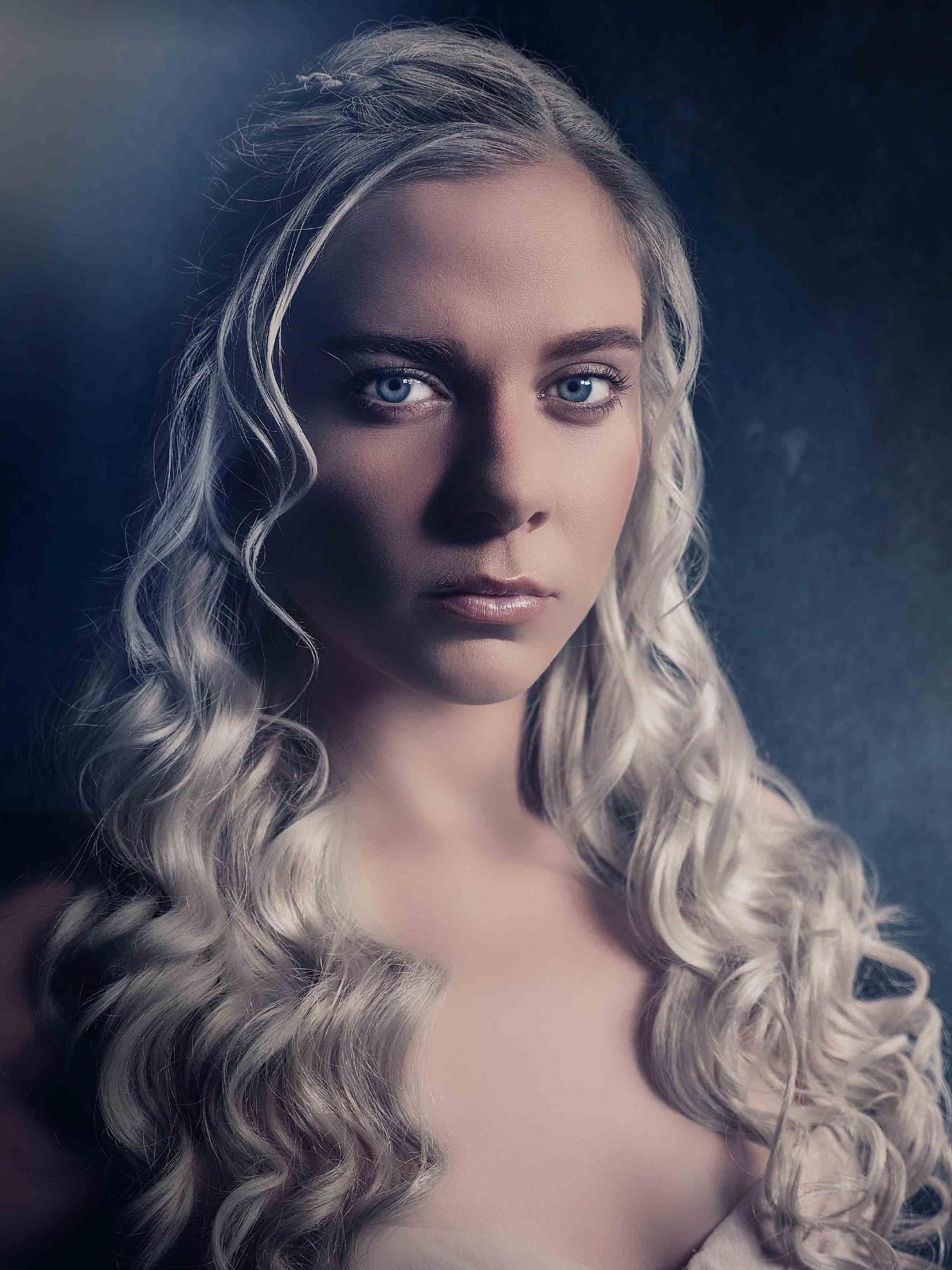 Cheyenne Pahde als Daenerys Targaryen
