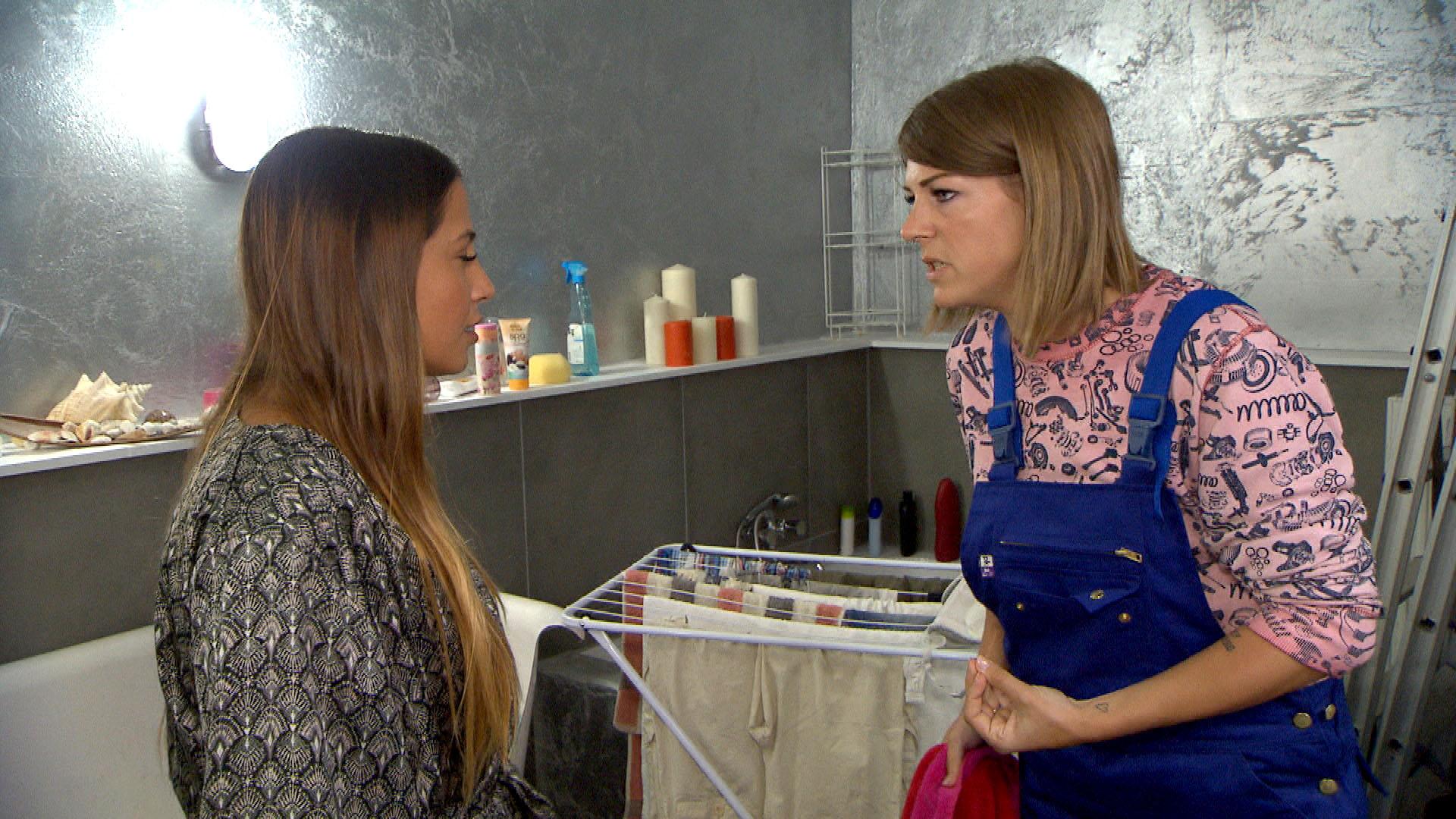 Alessia (li.) wünscht sich ihre alte Freundschaft mit Alina (re.) zurück, aber Alina ist dazu noch nicht bereit. (Quelle: RTL 2)