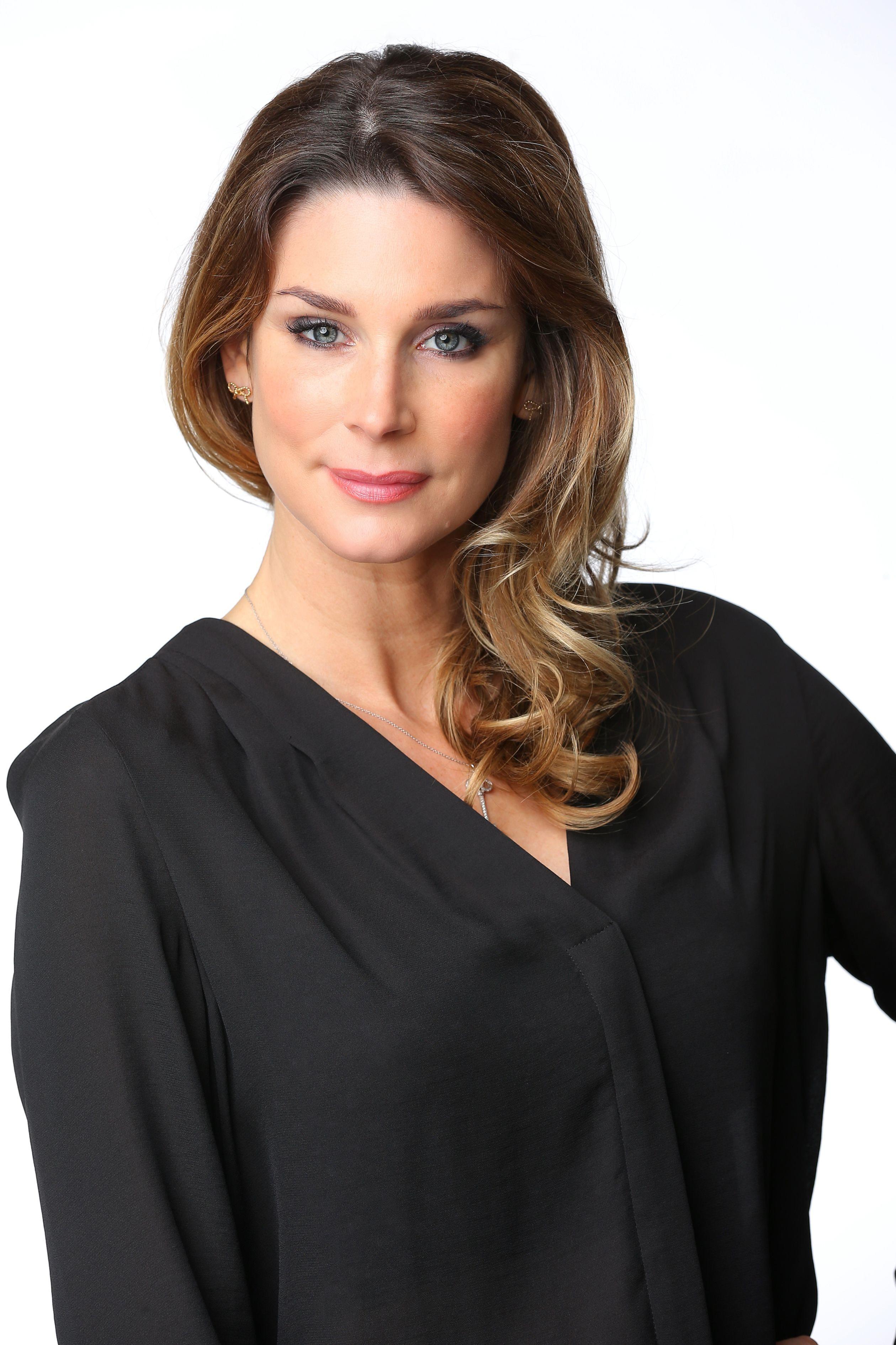 Claudelle Deckert spielt Eva Weigel