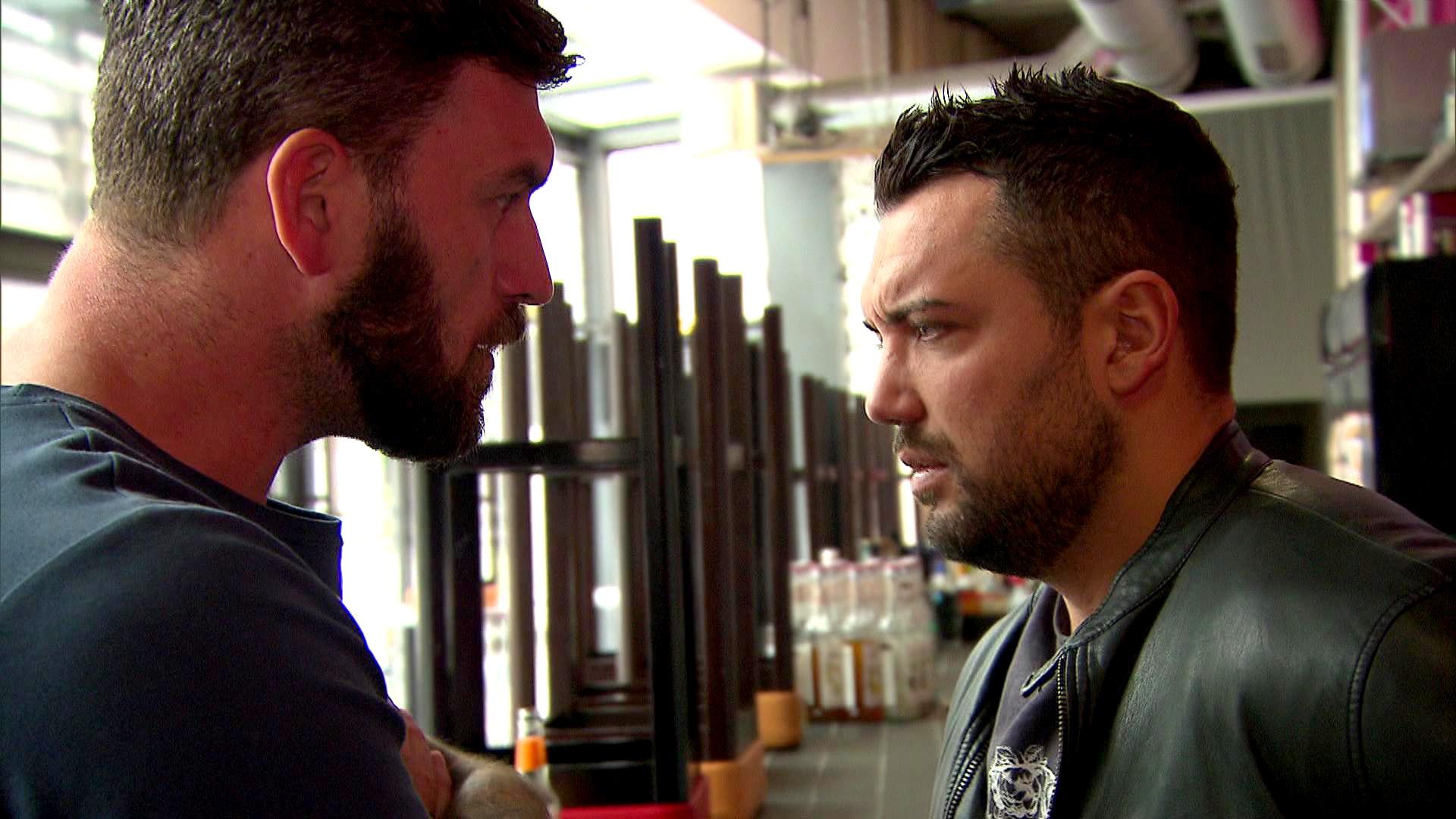 Alex (li.) will Manu (re.) ins Gewissen reden: Er soll sein Leben wieder auf die Reihe kriegen. (Quelle: RTL 2)