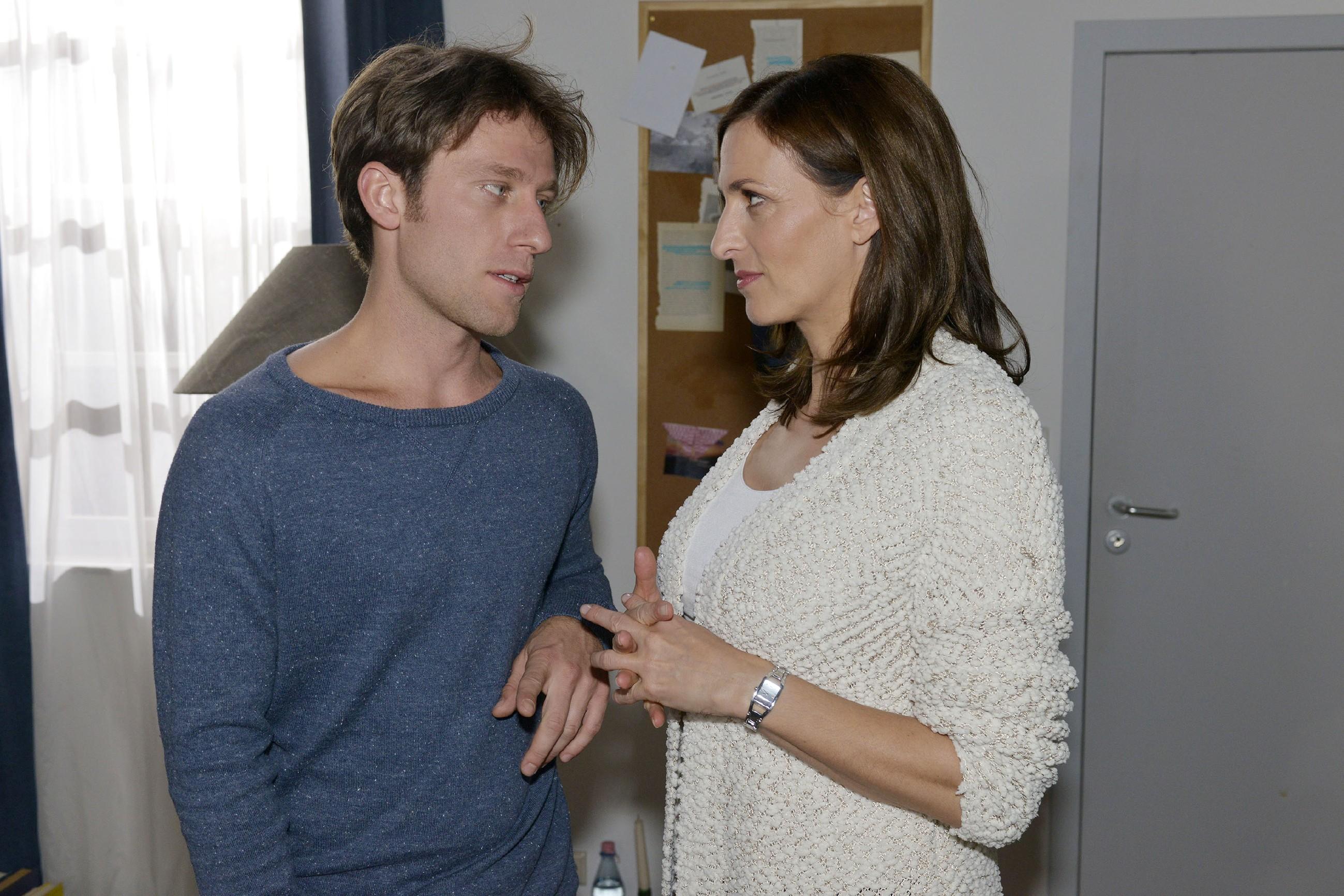 Till (Merlin Leonhardt) und Katrin (Ulrike Frank) wollen an Silvester die Zweisamkeit genießen und für einen Moment vergessen, dass Till schwer krank ist.