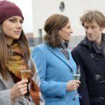 Jasmin (Janina Uhse, l.), Katrin (Ulrike Frank) und Till (Merlin Leonhardt) hoffen auf eine Zukunft für den schwerkranken Till. (Quelle: RTL / Rolf Baumgartner)