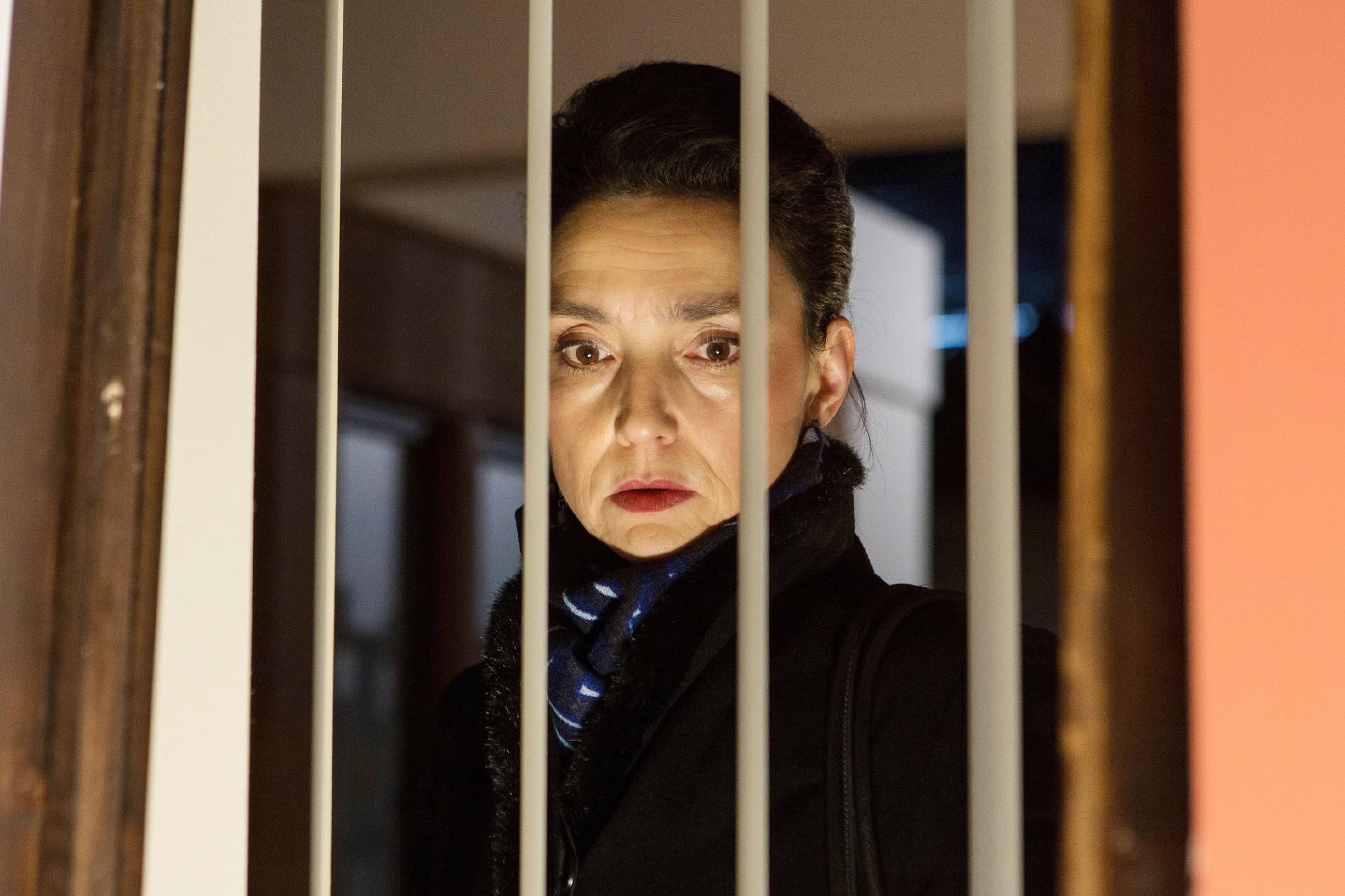 Simone (Tatjana Clasing) hat von Michelles Verschwinden erfahren und entdeckt sie in der Eishalle... (Quelle: RTL / Kai Schulz)