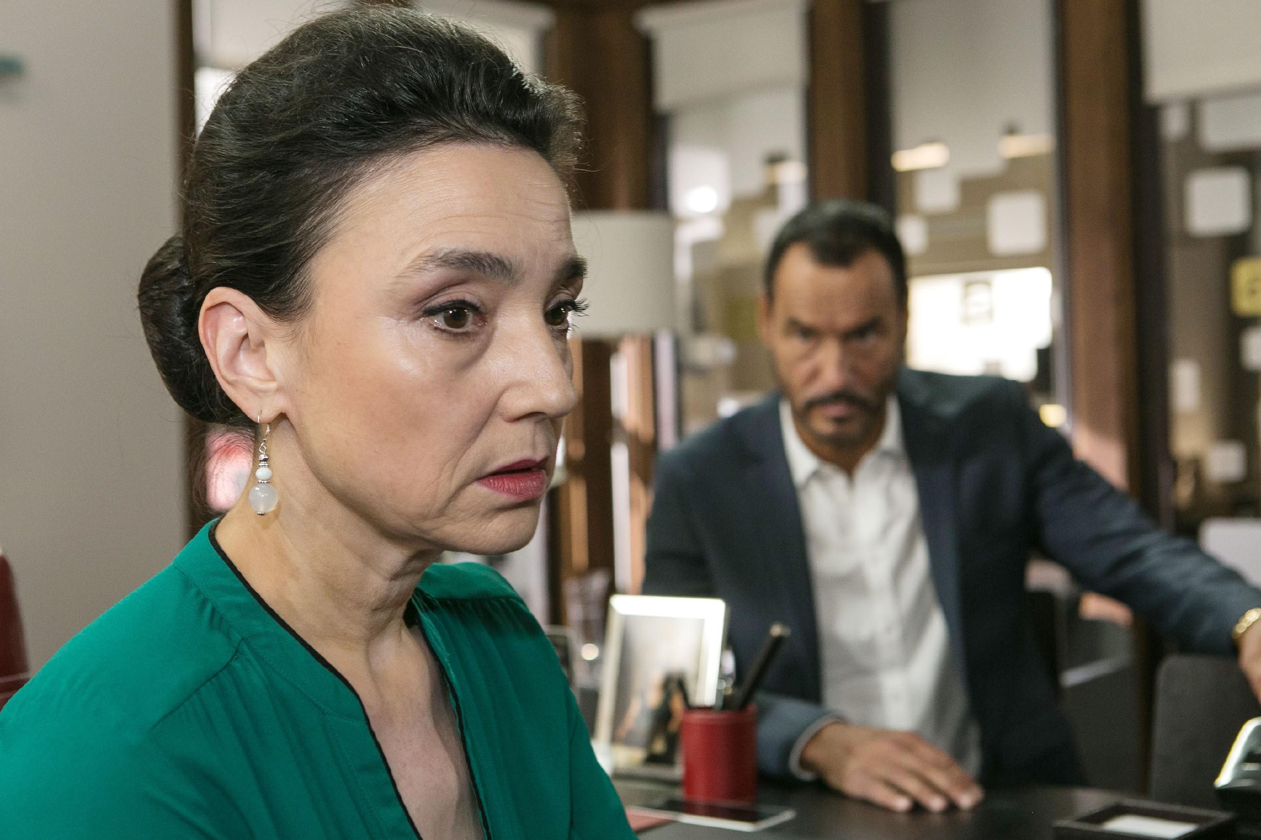 Bei einem Streit mit Richard (Silvan-Pierre Leirich) gesteht Simone (Tatjana Clasing) endlich ein, einen Fehler gemacht zu haben... (Quelle: RTL / Kai Schulz)
