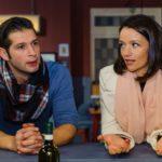 Deniz (Igor Dolgatschew) und Jenny (Kaja Schmidt-Tychsen) befürchten, dass sie mit ihrer Erpressung nicht durchkommen. (Quelle: RTL / Julia Feldhagen)