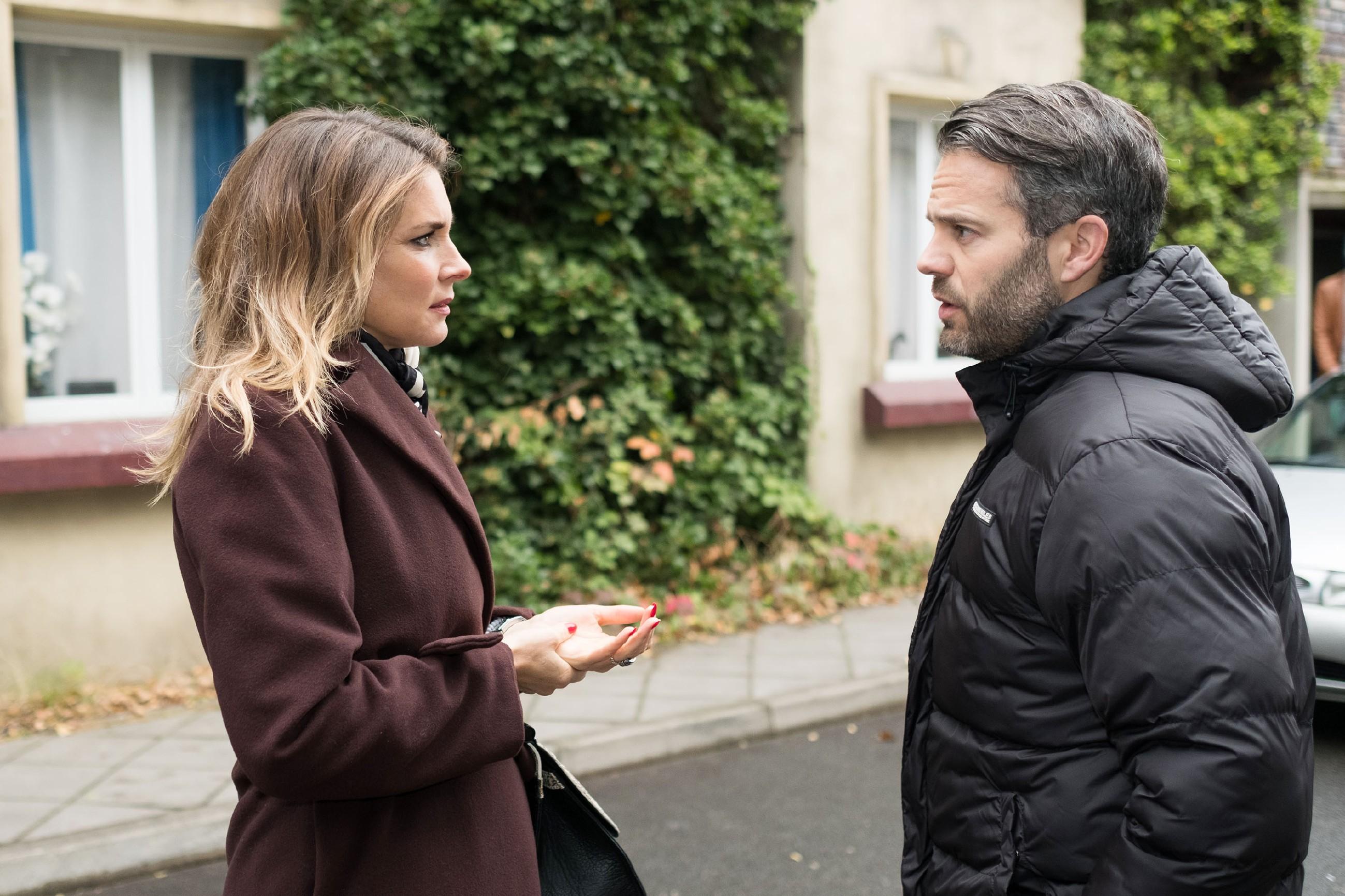 Till (Ben Ruedinger) fühlt sich aufgrund seiner Haltung von allen missverstanden und lässt nicht mal mehr Eva (Claudelle Deckert) an sich heran. (Quelle: RTL / Stefan Behrens)