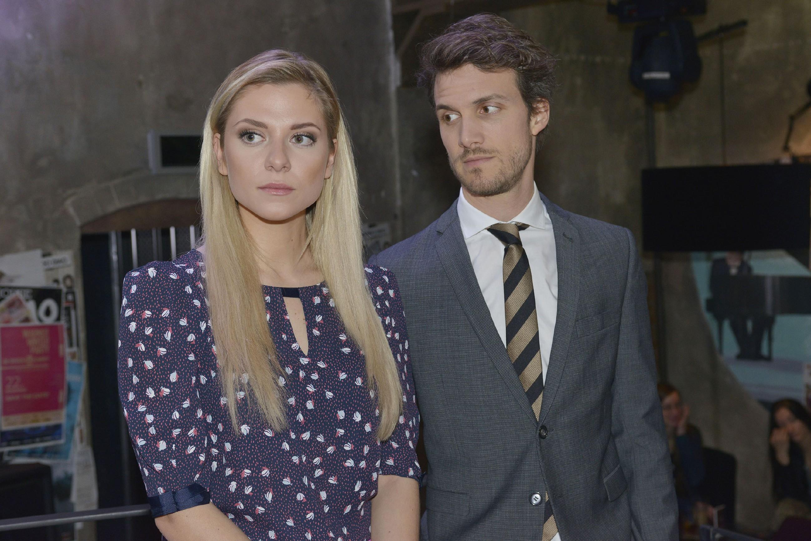 Felix (Thaddäus Meilinger) beschleicht das Gefühl, dass Sunny (Valentina Pahde) Sympathien für Chris entwickelt. (Quelle: RTL / Rolf Baumgartner)