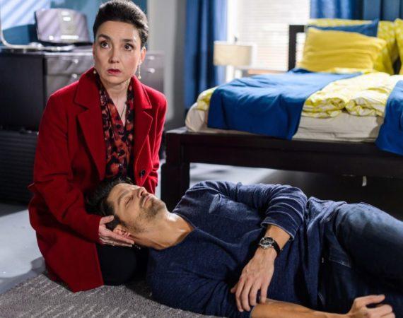 Simone (Tatjana Clasing) lässt Vincent (Daniel Buder) gegen seinen Willen nicht im Stich, als dieser wegen akutem Nierenversagen zusammenbricht...