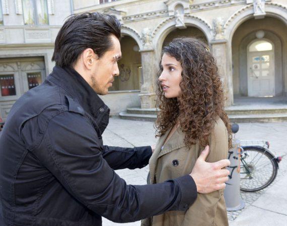 War es ein Unfall oder Vorsatz? Ayla (Nadine Menz) muss sich die Frage stellen, ob David (Philipp Christopher) sie wirklich umbringen wollte...
