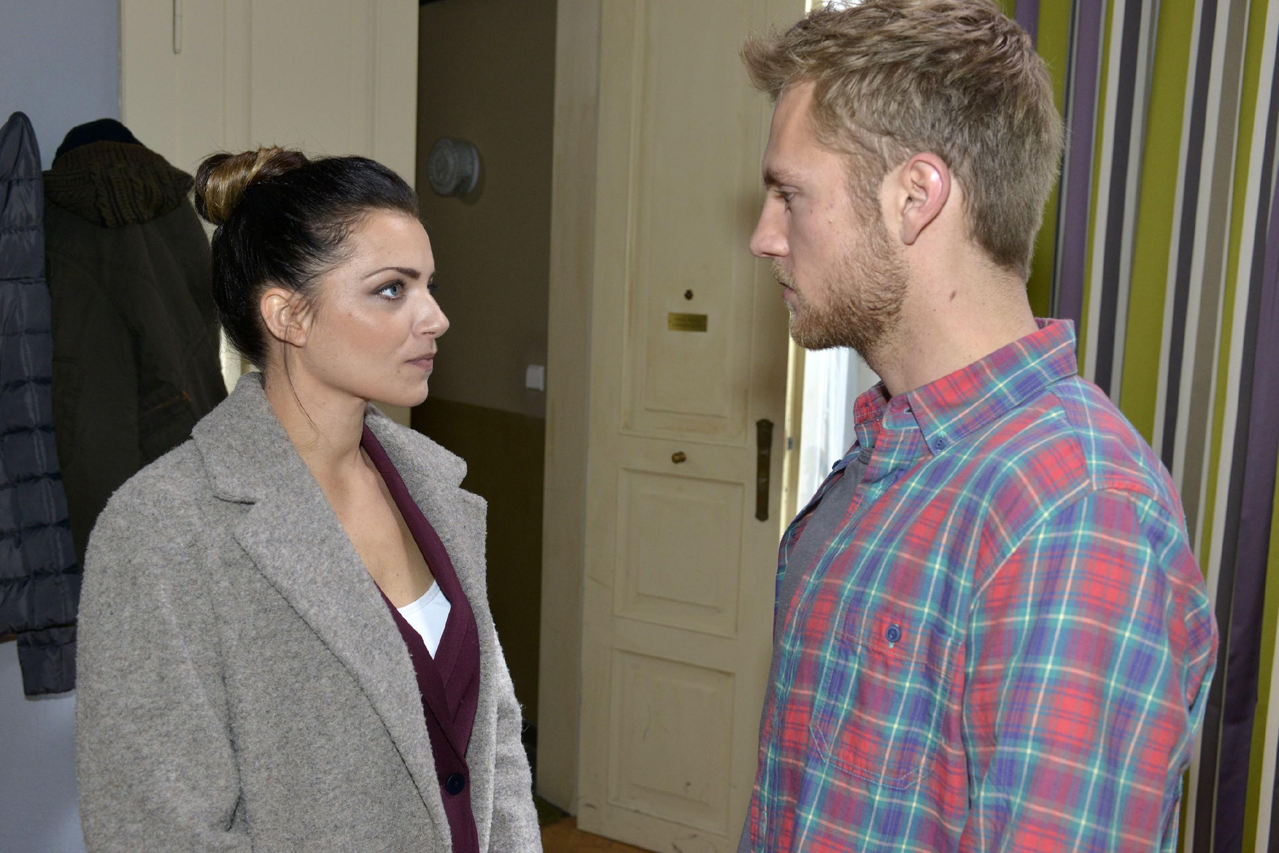 Wird Emily (Anne Menden) endlich ihren Gefühlen für Paul (Niklas Osterloh) nachgeben? (Quelle: RTL / Rolf Baumgartner)