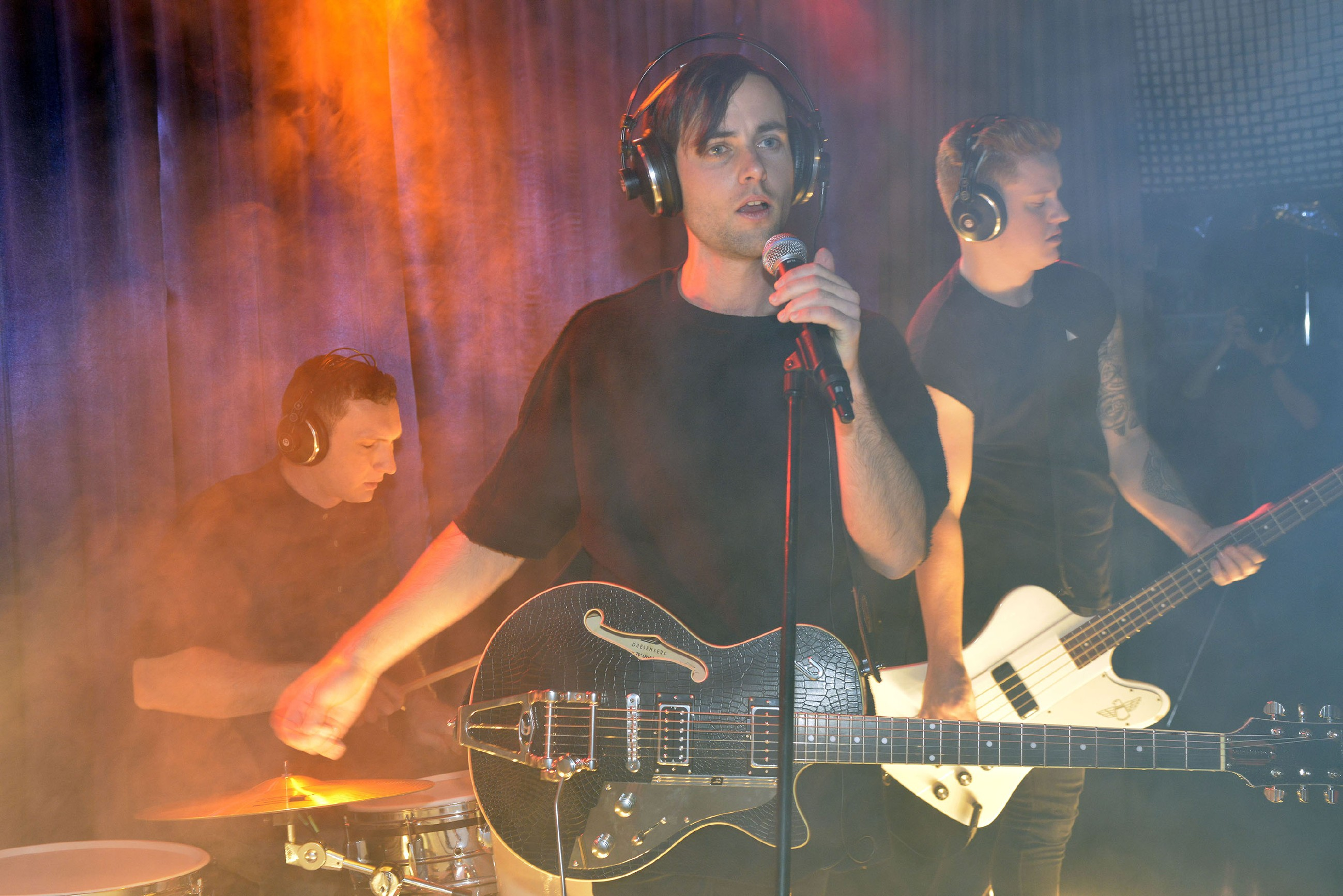 """Die Band """"von Welt"""" gibt ein Konzert im Vereinsheim. (Quelle: RTL / Rolf Baumgartner)"""