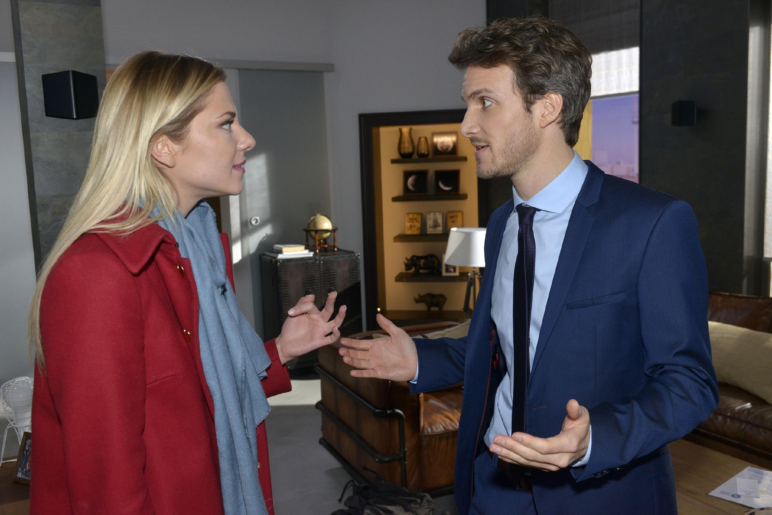 Nachdem Felix (Thaddäus Meilinger) sich entgegen ihrer Verabredung Gerner anvertraut hat, kommt es zu einem heftigen Streit zwischen ihm und Sunny (Valentina Pahde). (Quelle: RTL / Rolf Baumgartner)