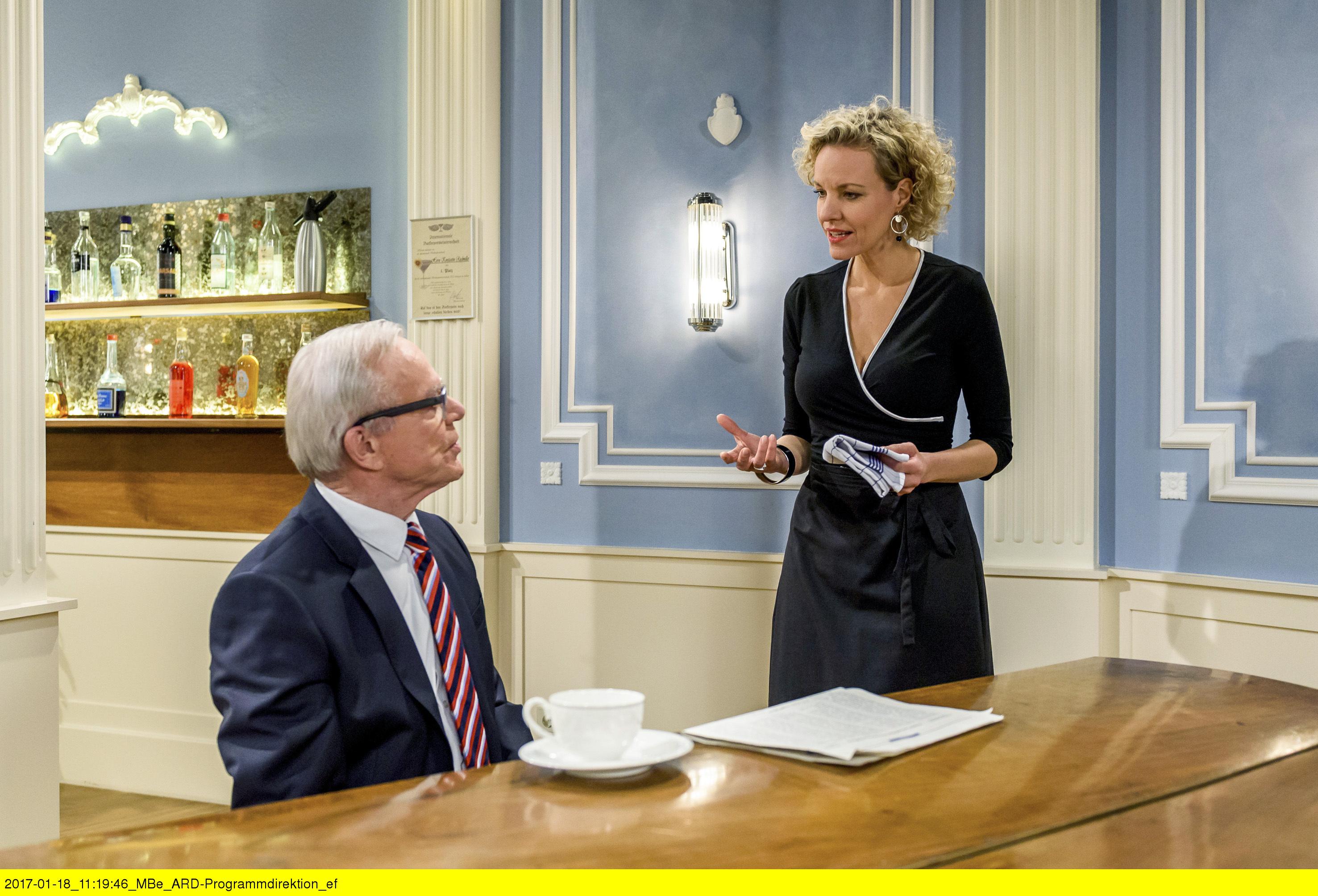 ARD STURM DER LIEBE FOLGE 2644, am Donnerstag (09.03.17) um 15:10 Uhr im ERSTEN. Natascha (Melanie Wiegmann, r.) verteidigt sich vor Werner (Dirk Galuba, l.). (Quelle: ARD/Christof Arnold)