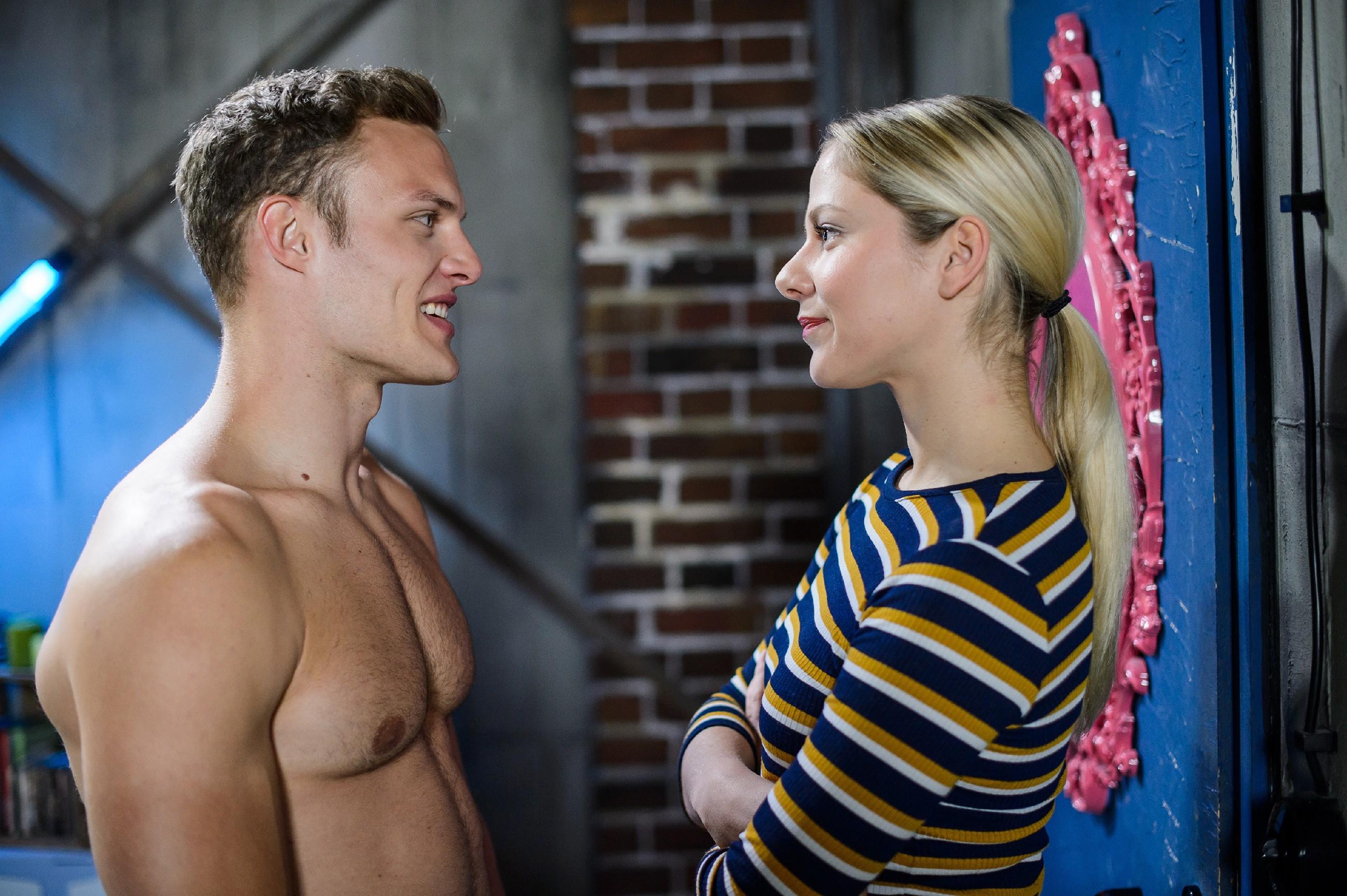 Marie (Cheyenne Pahde) muss sich eingestehen, dass sie und Tim (Robert Maaser) Gemeinsamkeiten haben. (Quelle: RTL / Willi Weber)