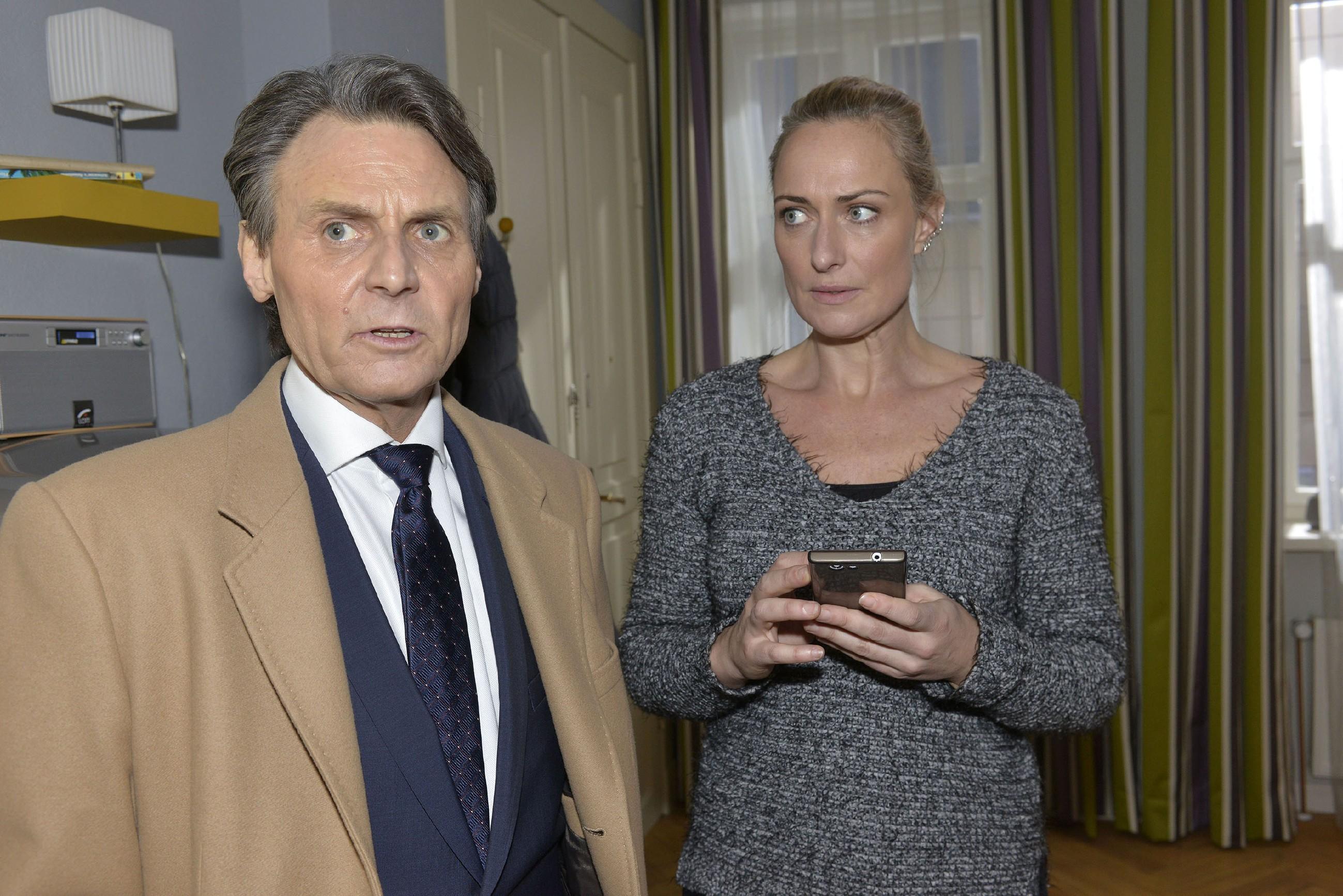 Gerner (Wolfgang Bahro) und Maren (Eva Mona Rodekirchen) machen sich Sorgen um Katrin. (Quelle: RTL / Rolf Baumgartner)