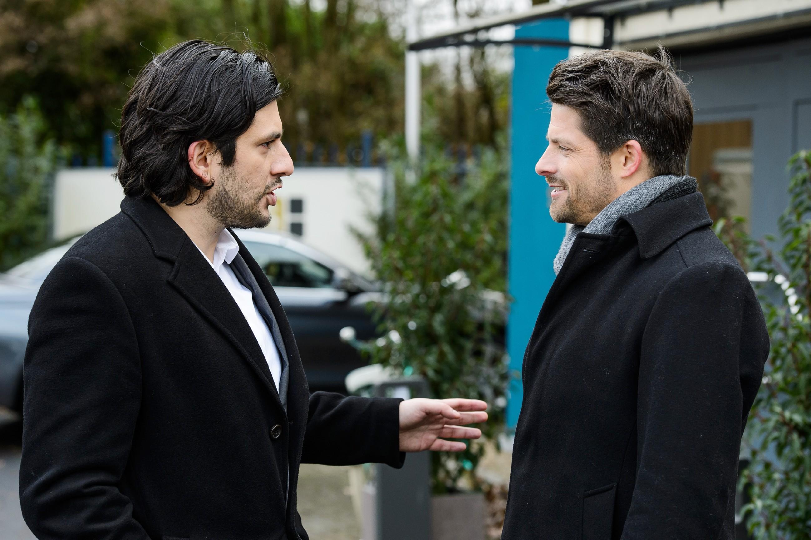 Vincent (Daniel Buder, r.) geht trotz des Drucks, unter dem er steht, nicht auf Maximilians (Francisco Medina) Angebot ein. (Quelle: RTL / Willi Weber)