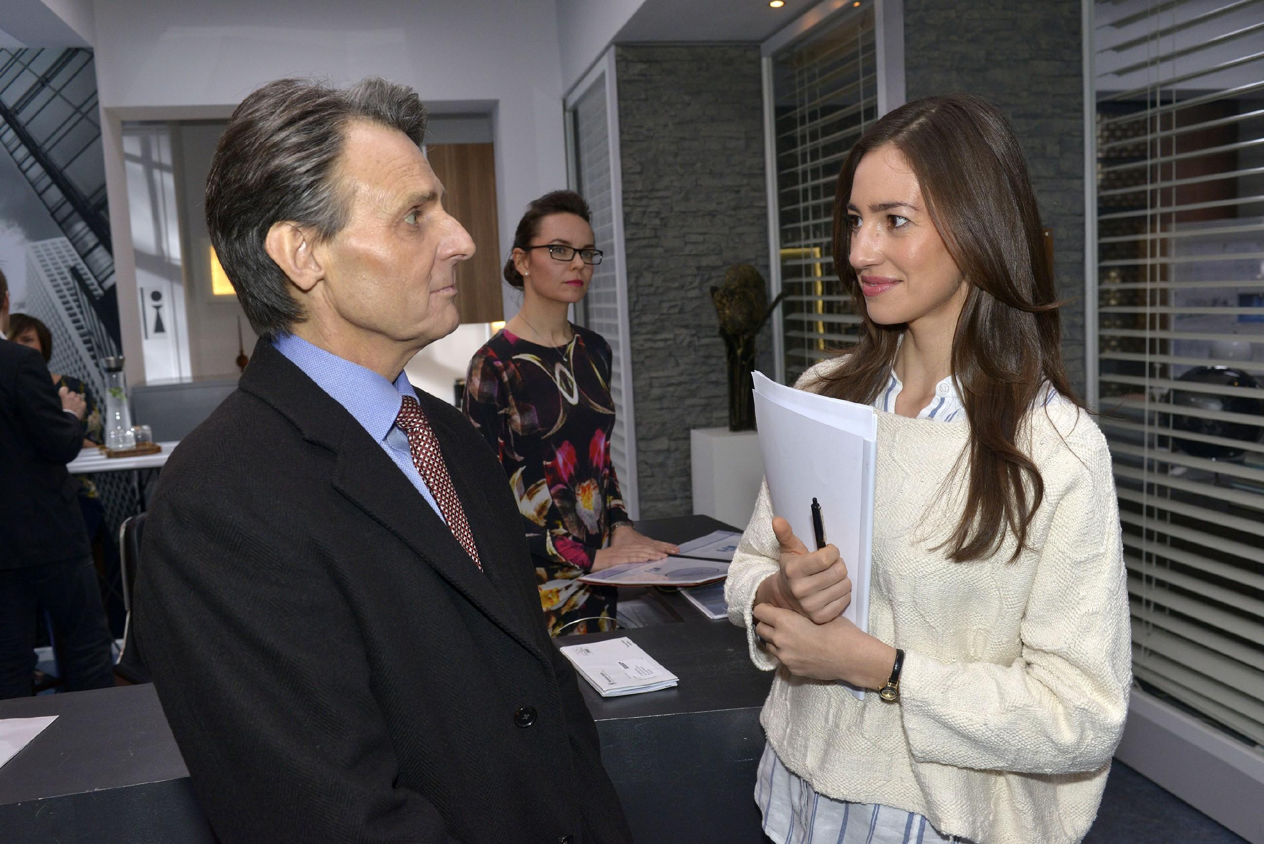 Elena (Elena Garcia Gerlach) gewinnt den Eindruck, dass ihre Gefühle wirklich nur eine Verirrung waren und sie mit Gerner (Wolfgang Bahro) zur Normalität zurückkehren kann.
