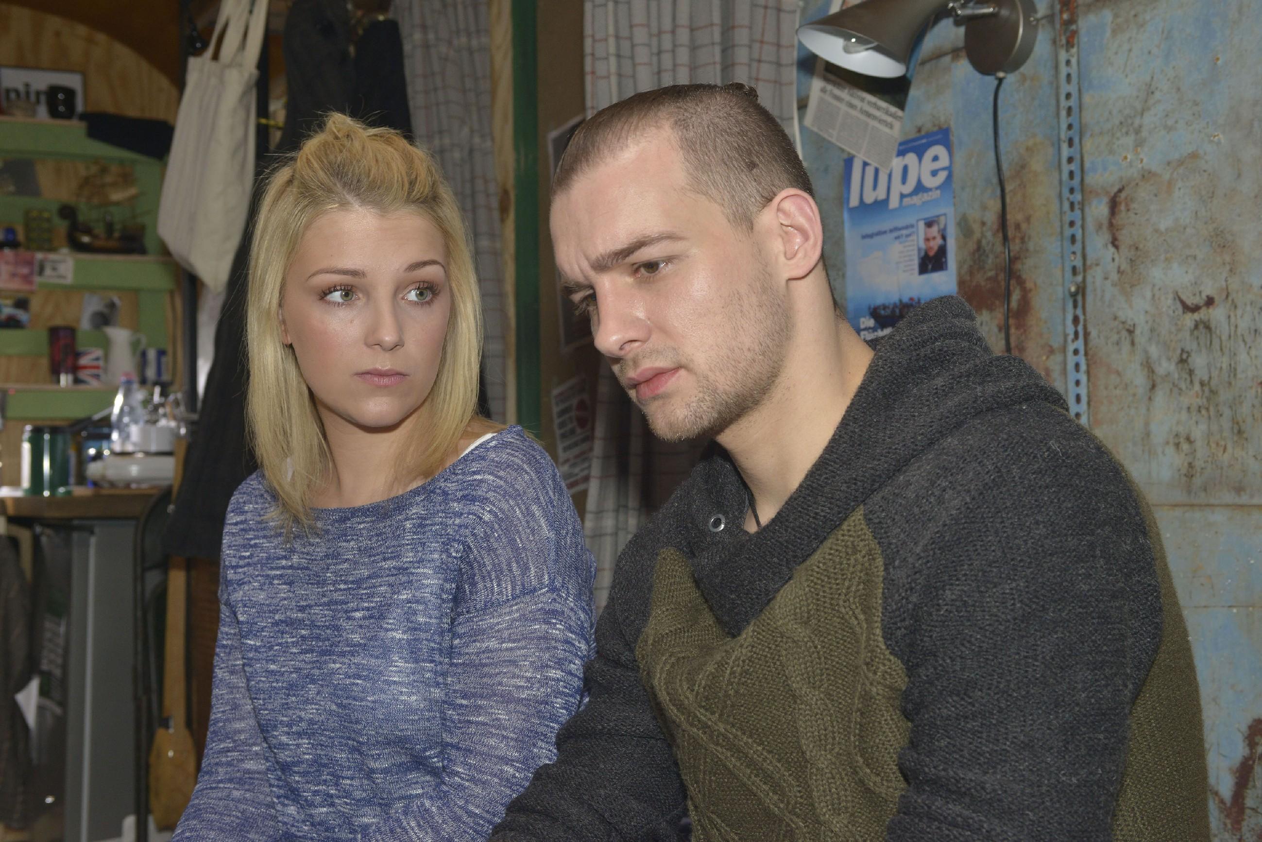 Lilly (Iris Mareike Steen) bietet Chris (Eric Stehfest) aus einem Impuls heraus an, eine Falschaussage zu seinen Gunsten zu machen... (Quelle: RTL / Rolf Baumgartner)