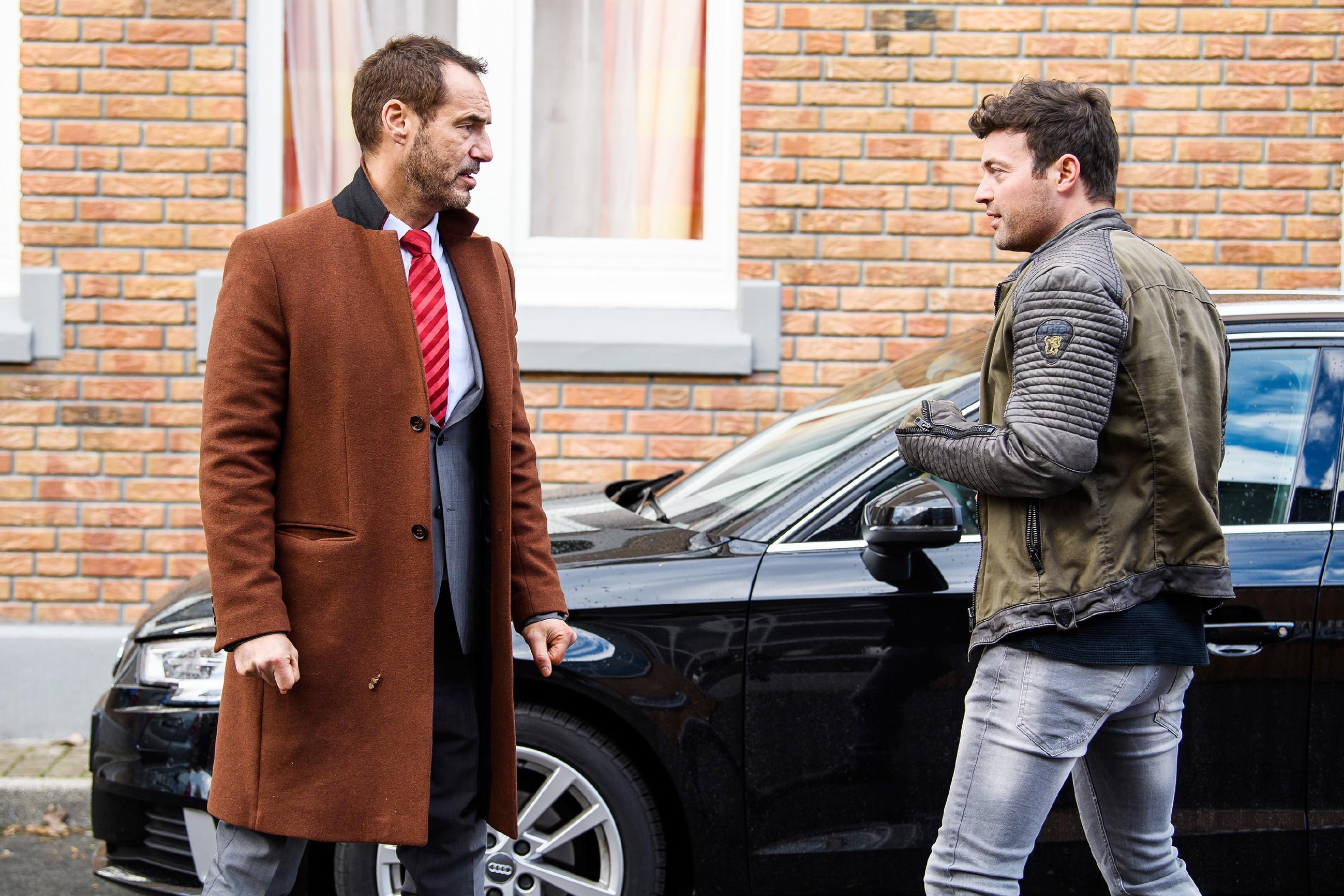 Bens (Jörg Rohde) angestaute Wut entlädt sich an Richard (Silvan-Pierre Leirich), der in Bens Augen die Schuld für die geplatzte Hochzeit trägt...