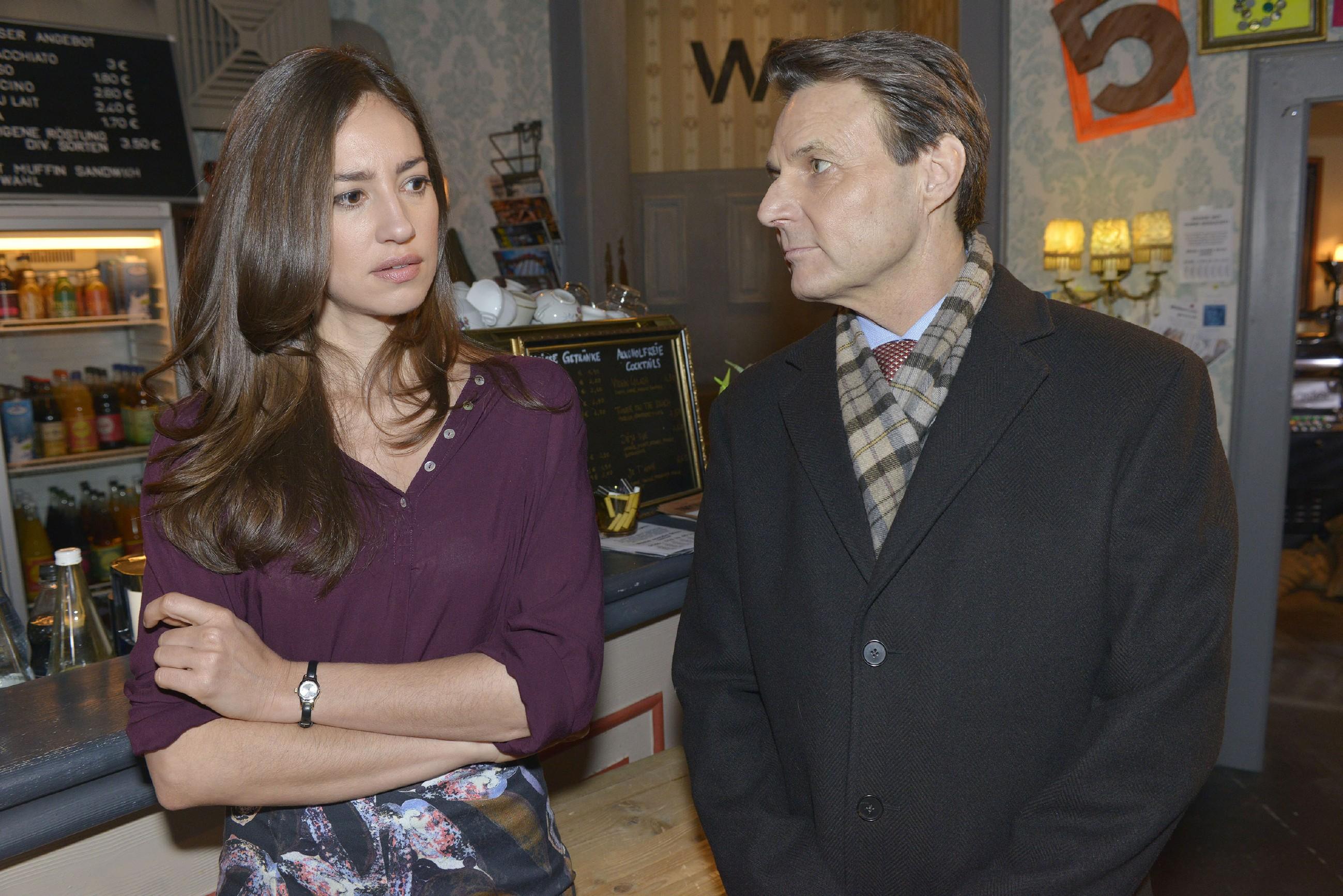 Elena (Elena García Gerlach) ist geschockt, als Gerner (Wolfgang Bahro) ihre Beziehung in Frage stellt...